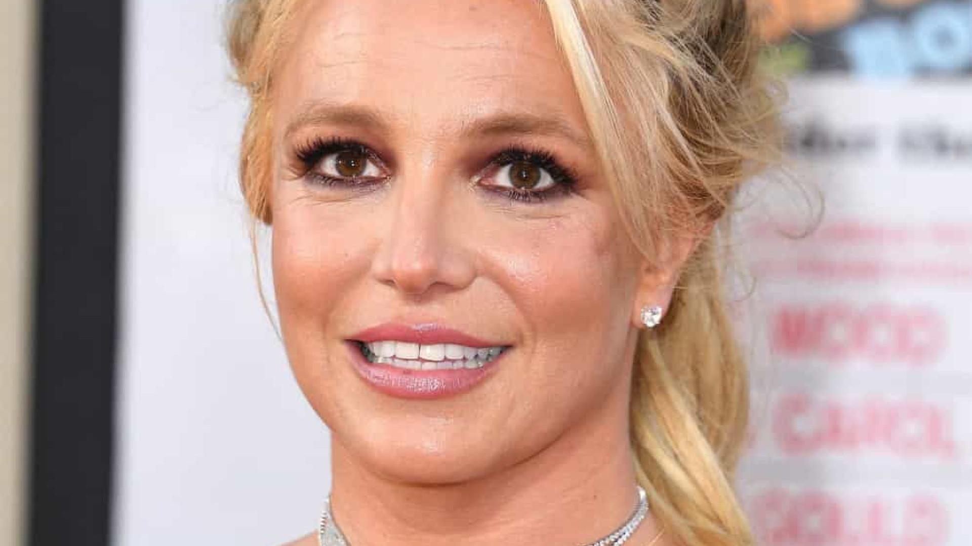 Pai de Britney Spears teria decidido até as cores dos armários