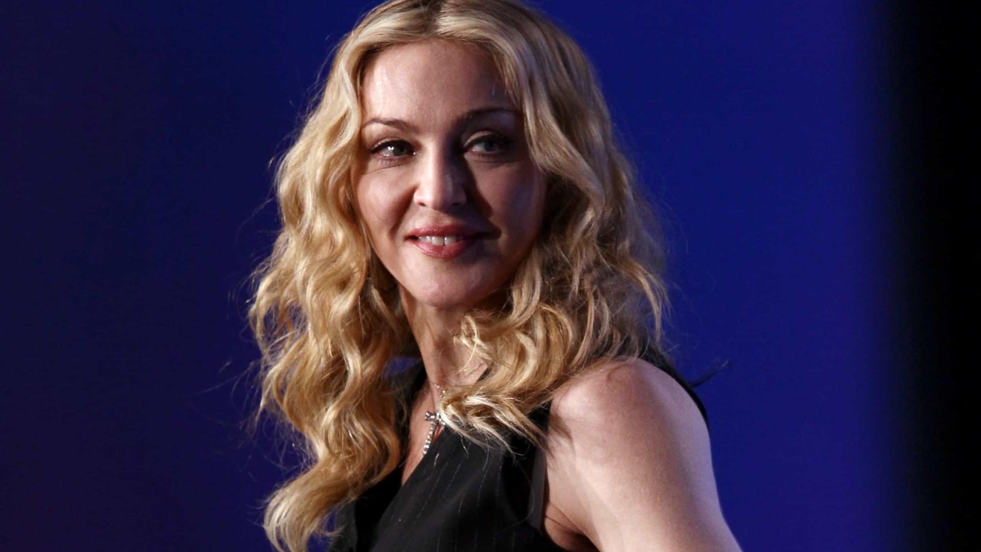 Aos 62 anos, Madonna exibe corpo sem medos (com marcas e cicatriz)