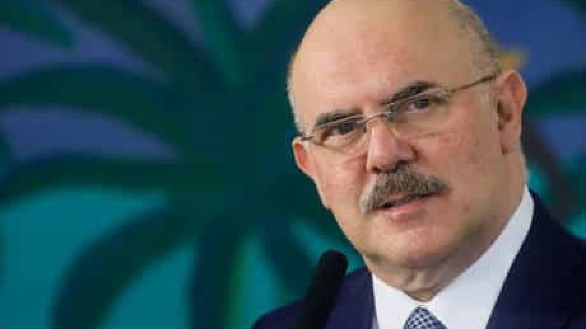 Ministro cita economia ao falar de Enem: 'Imagina se tivéssemos contratado tudo?'