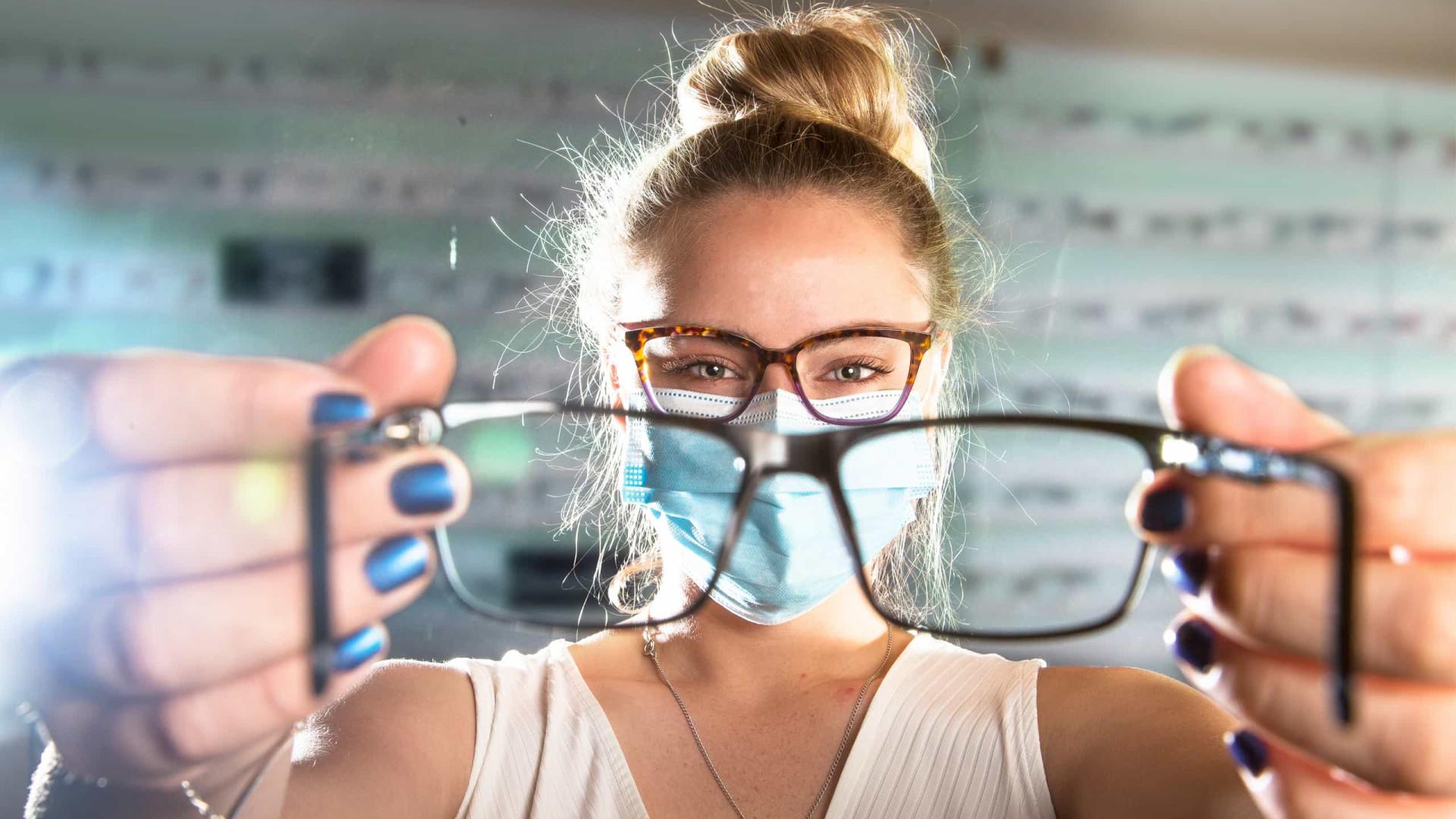 Usar óculos reduz risco de infeção por coronavírus, afirma estudo