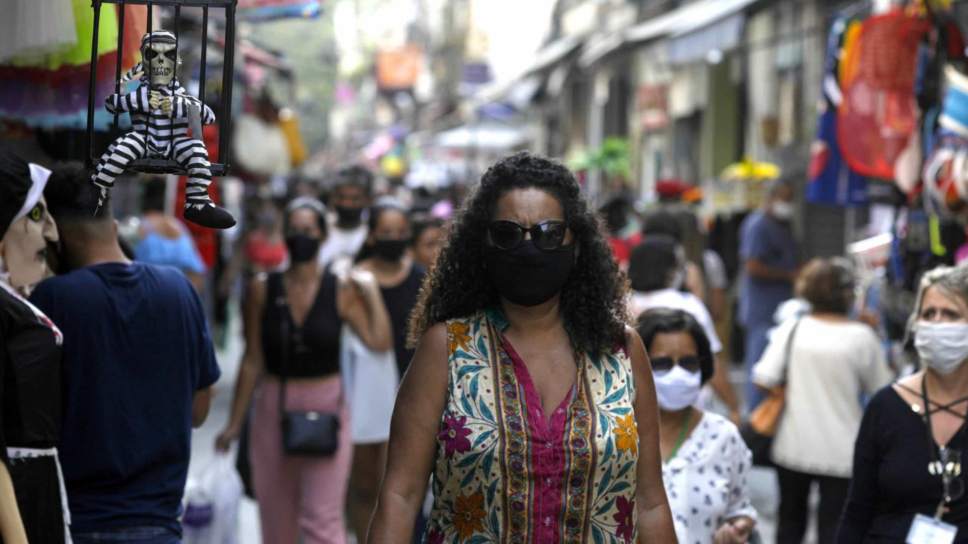 Brasil contabiliza média móvel de 707 óbitos por dia pela covid-19