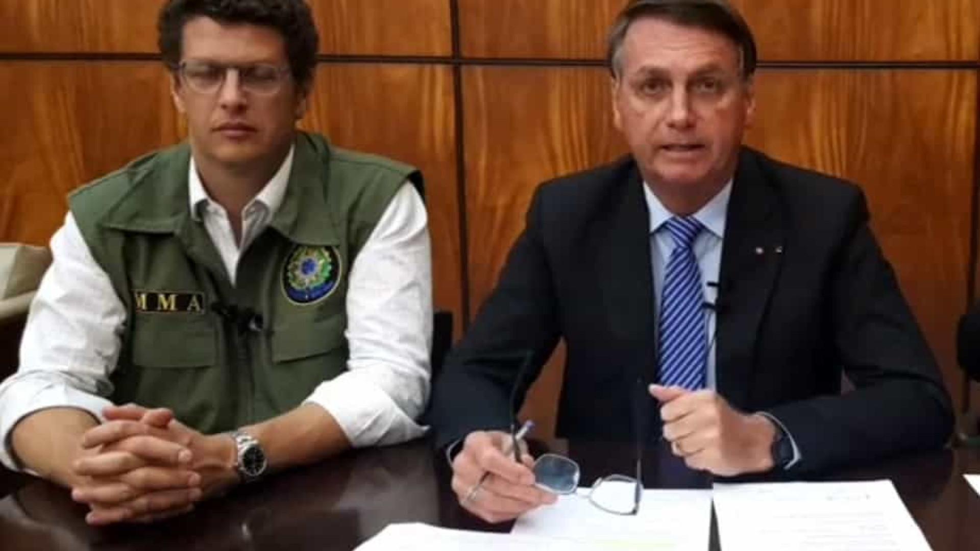 Ao lado de Salles, Bolsonaro repete que o Brasil é 'o país que mais preserva'