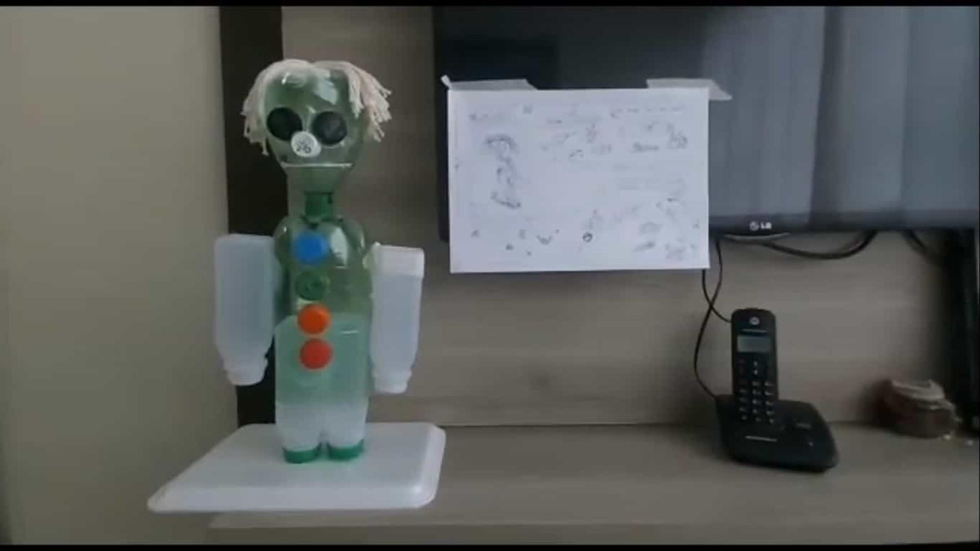 Alunos da rede estadual criam robôs com sucata em aula de tecnologia