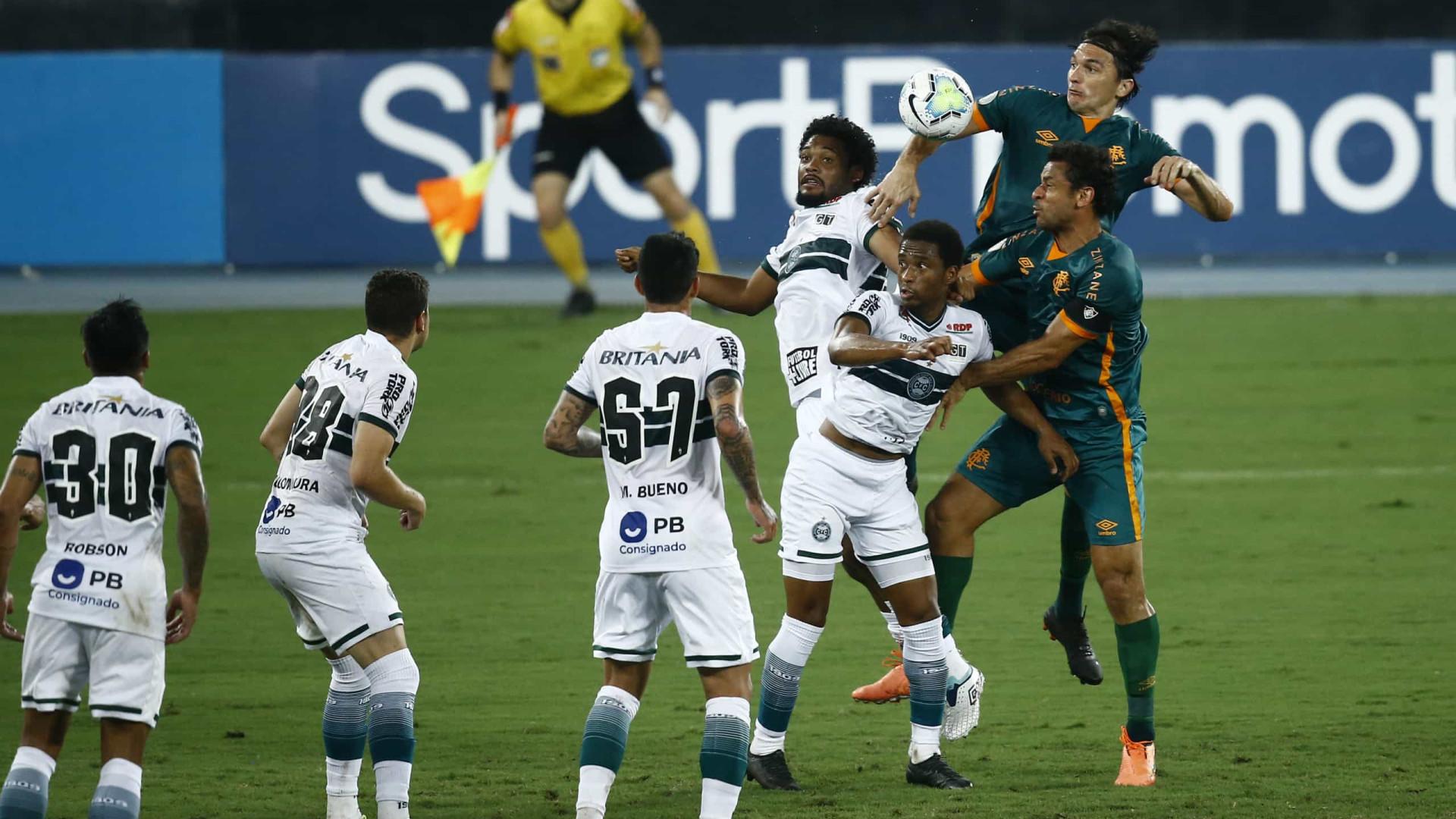 Fluminense goleia Coritiba e alivia pressão