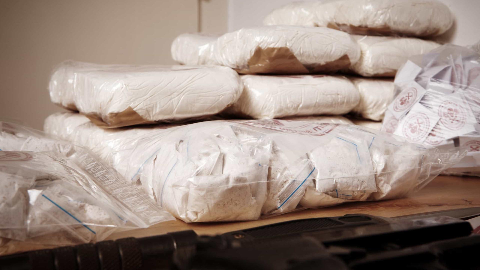 PF prende 2 após pegar 2,5 toneladas de cocaína em galpão de Duque de Caxias