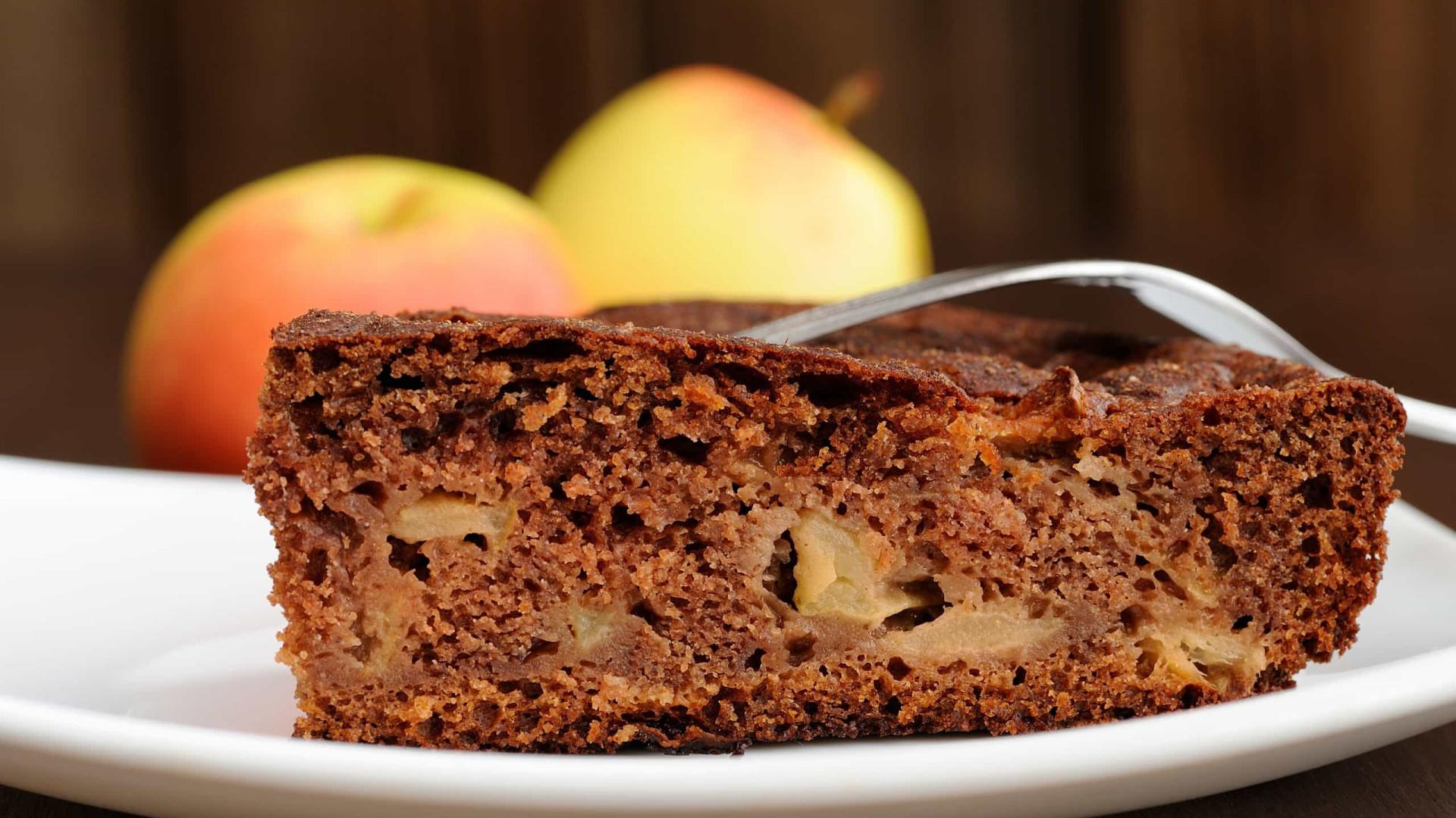 Alerta guloso! Receita de bolo fofo de maçã e chocolate