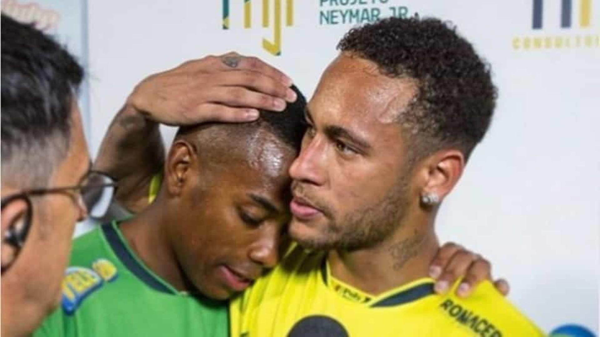 Robinho se compara a Bolsonaro e revela ter recebido apoio de Neymar