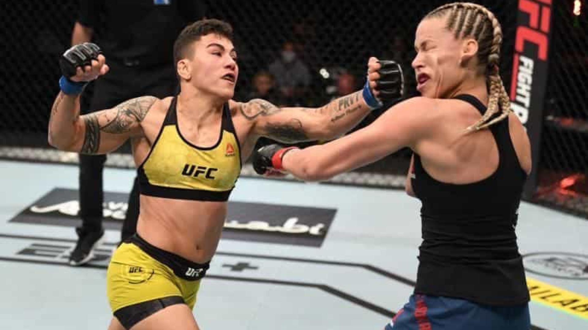 Jessica Andrade nocauteia Katlyn Chookagian e alcança marca inédita no UFC