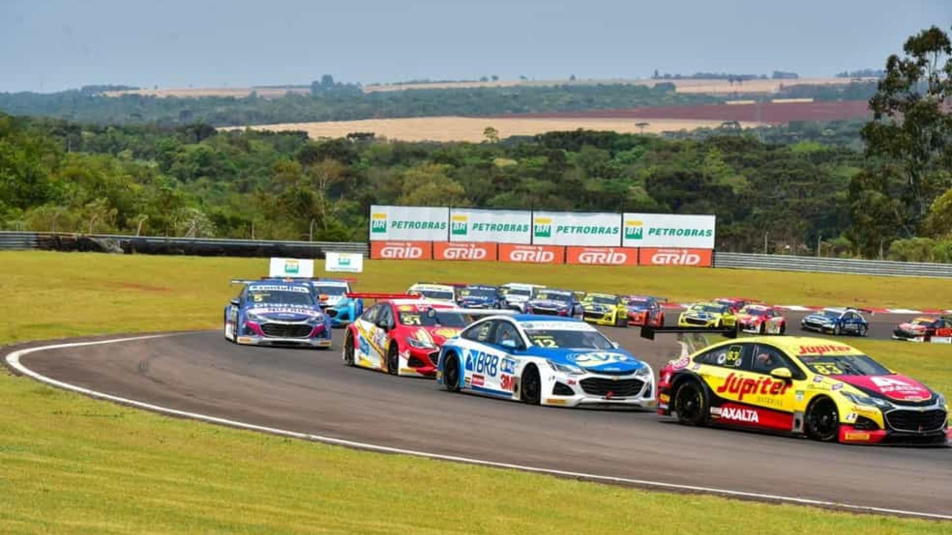 Julio Campos e Diego Nunes vencem corridas da etapa de Velo Cittá da Stock Car