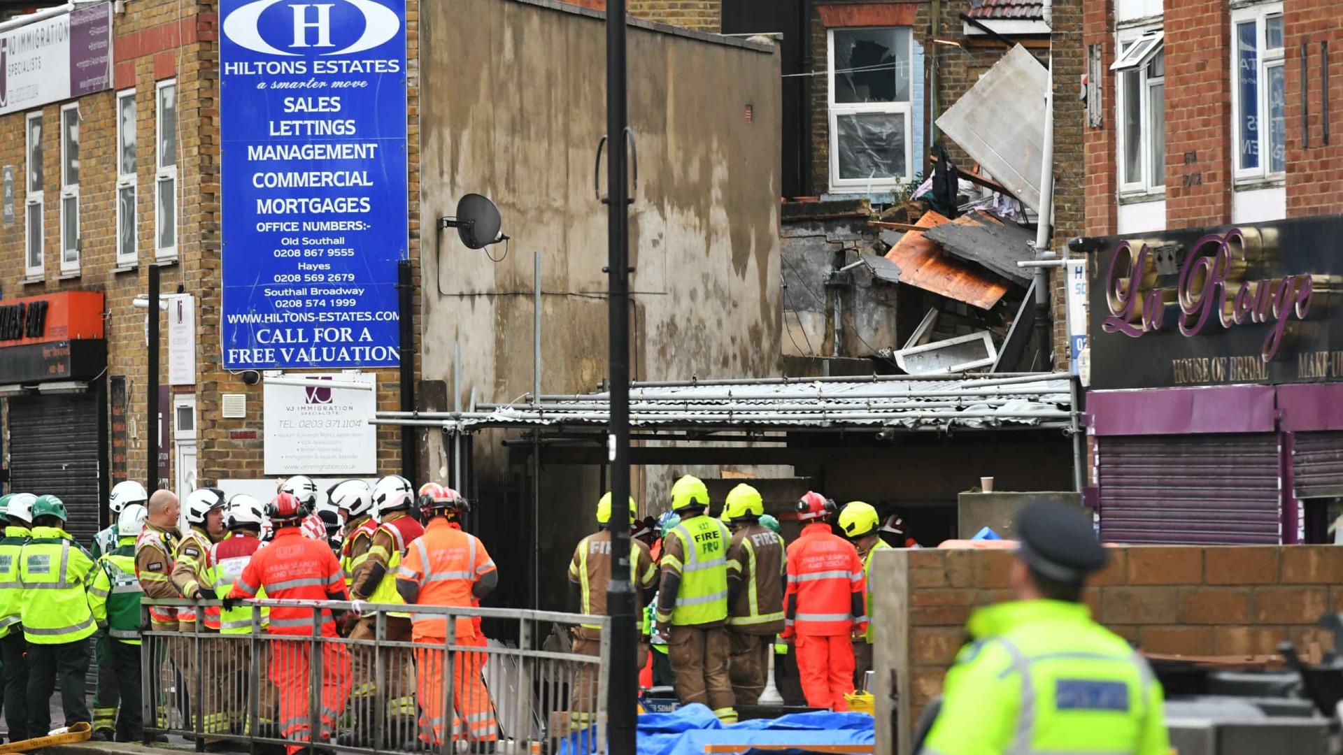 Duas pessoas morrem em explosão de gás em Londres