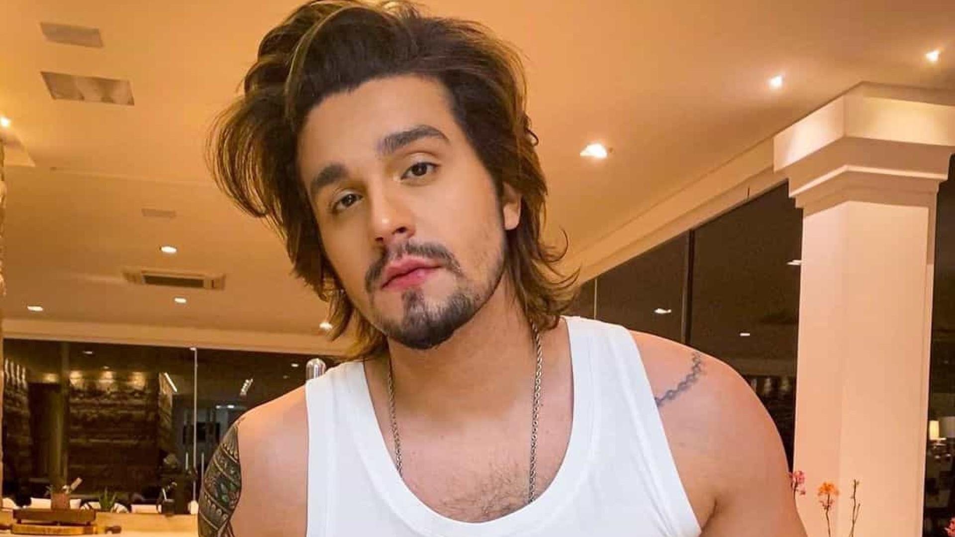 Após anúncio de separação, Luan Santana mostra-se descontraído no México