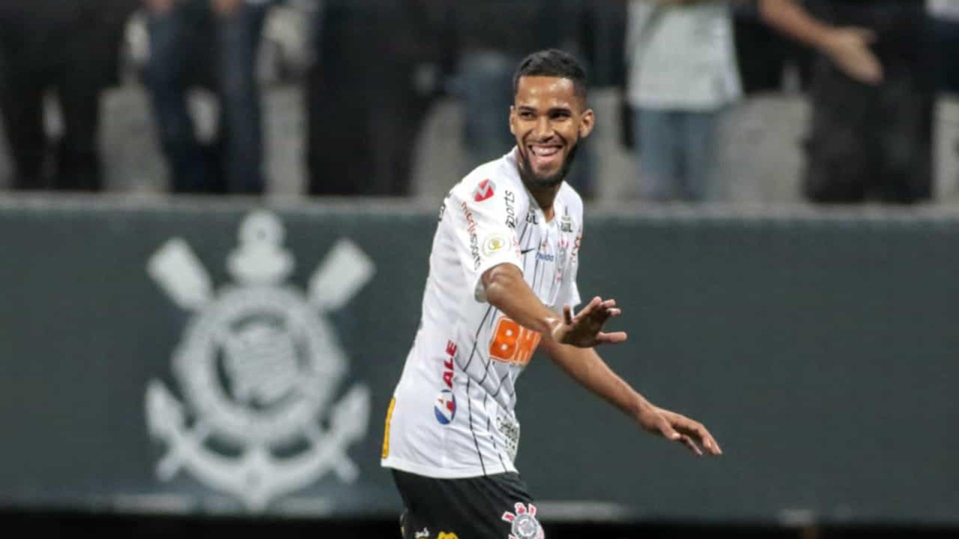 Everaldo faz no fim e Corinthians vence o Vasco no Rio de Janeiro