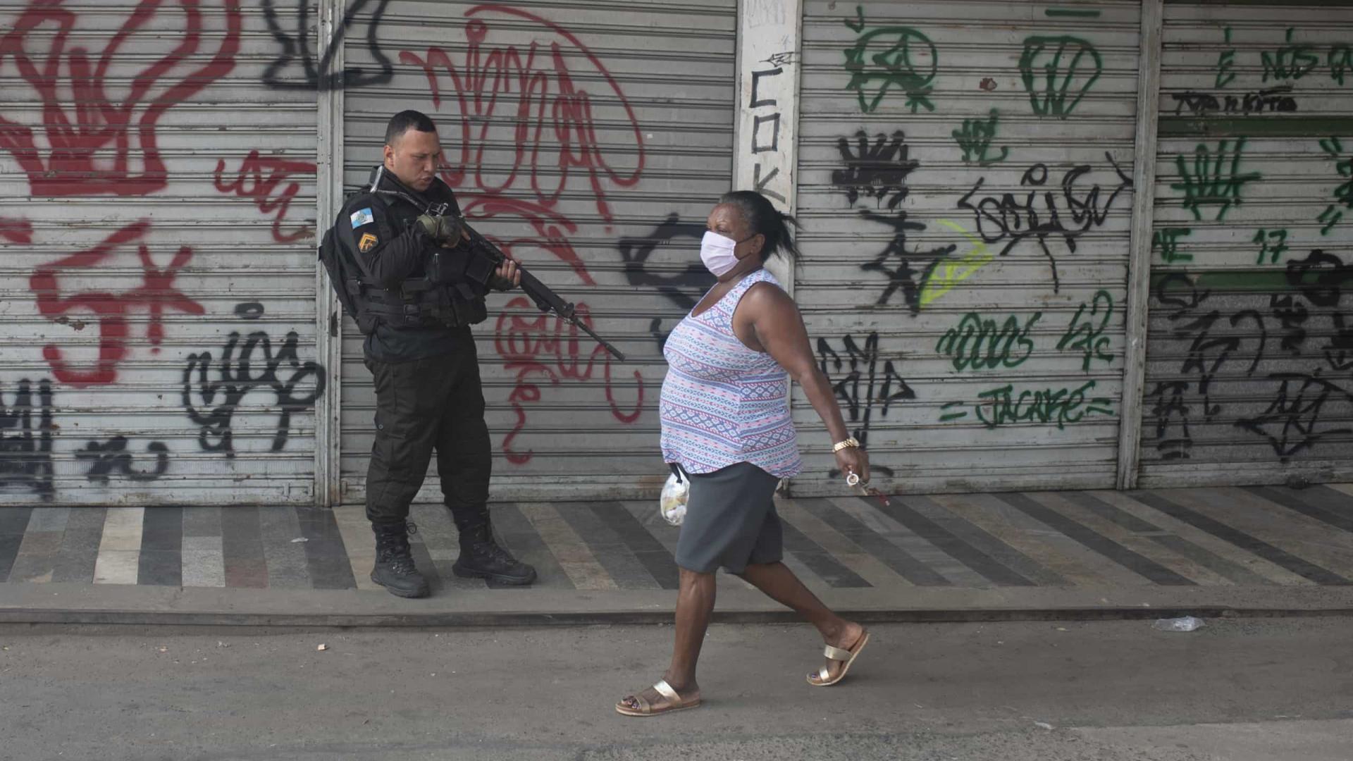Brasil com menos óbitos, mas mais casos. Notificados hoje mais de 33 mil