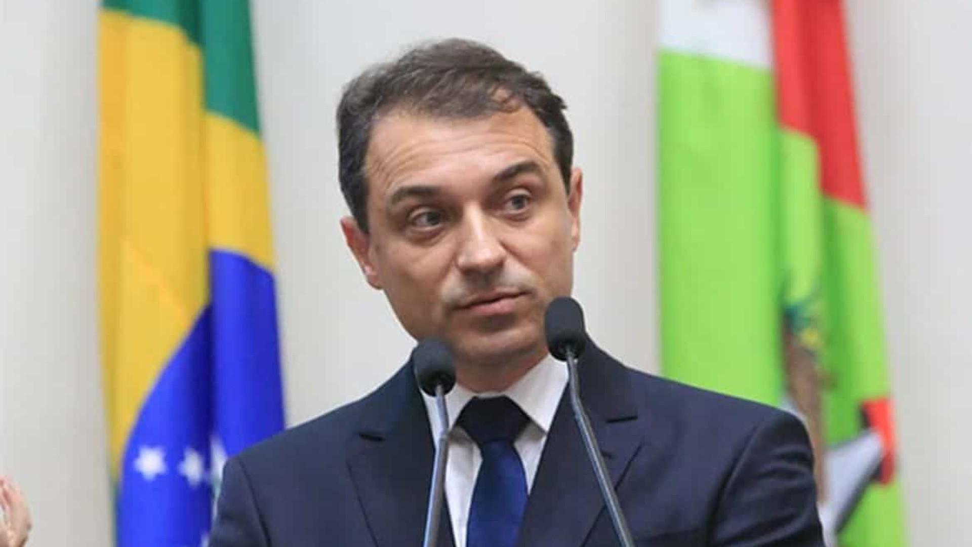 Tribunal de impeachment afasta governador catarinense do cargo, mas mantém vice