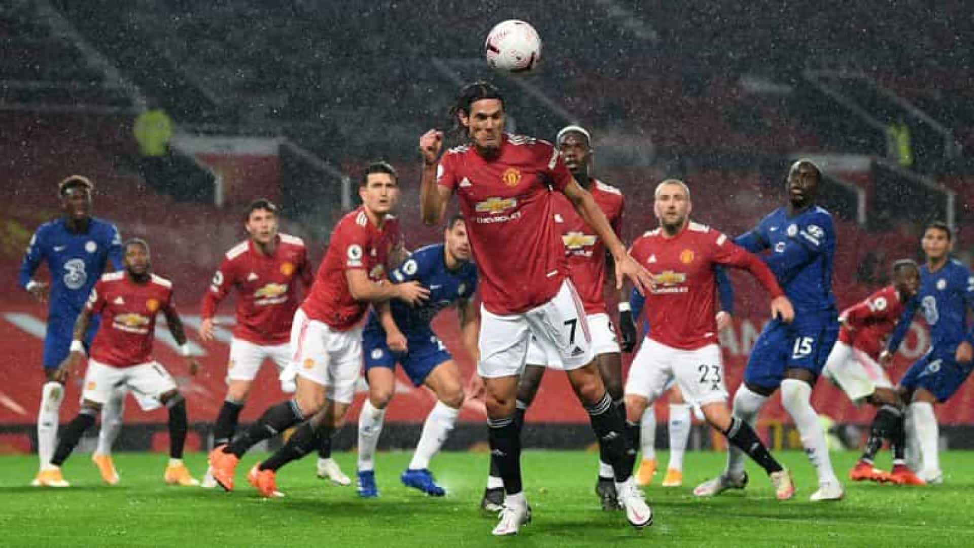 Na estreia de Cavani, Manchester United e Chelsea decepcionam e empatam sem gols