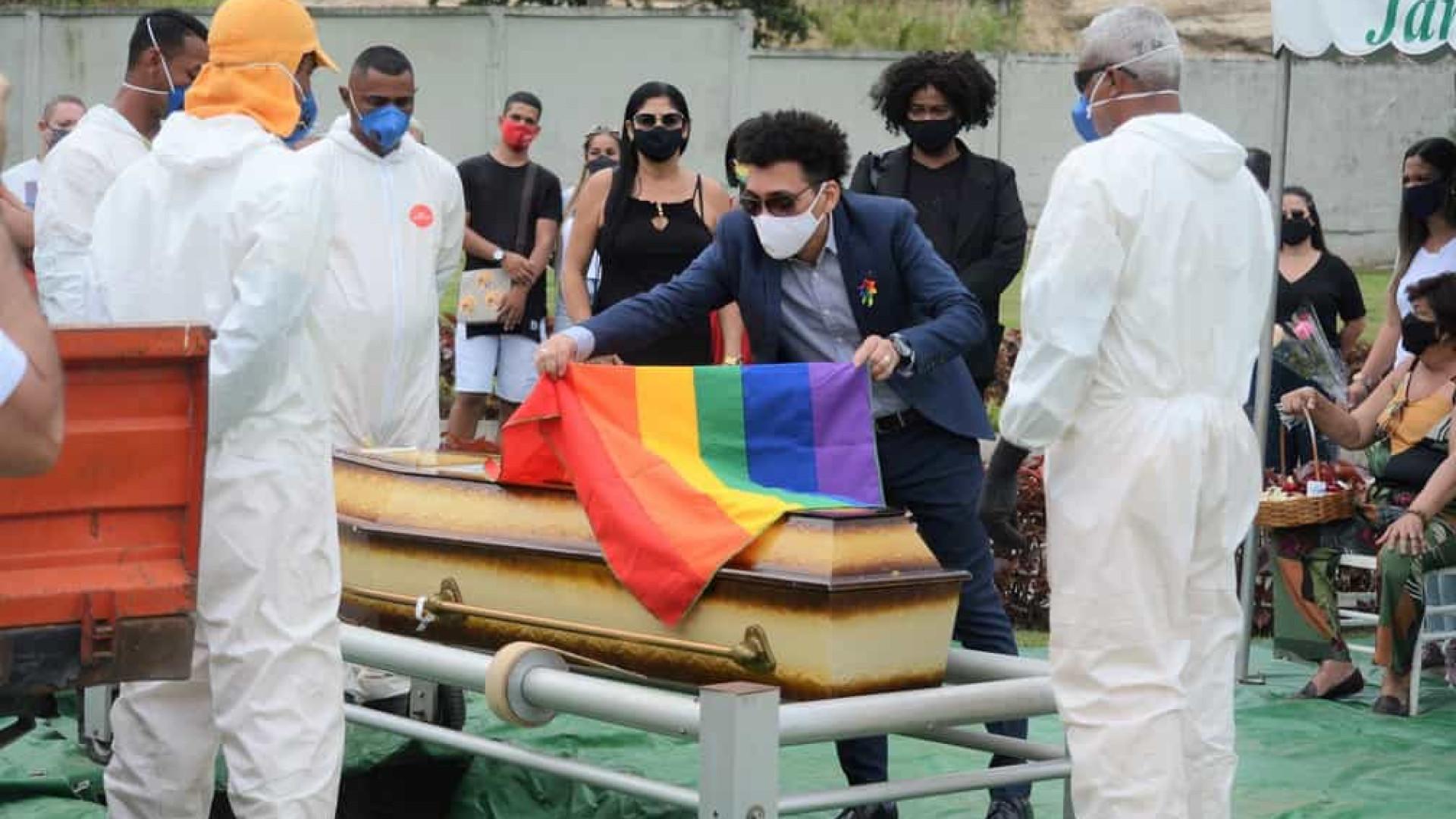 Corpo da atriz Jane di Castro é enterrado no Rio