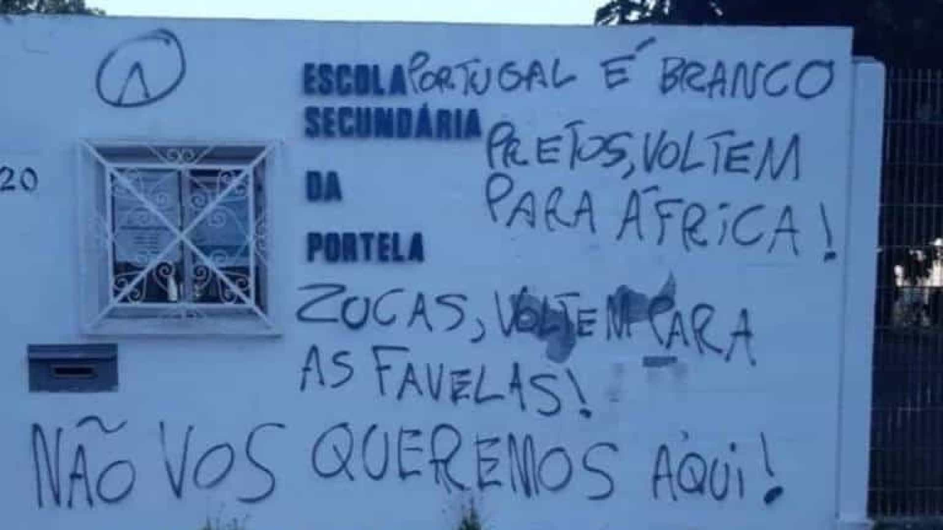 Universidades e escolas de Lisboa amanhecem com pichações racistas