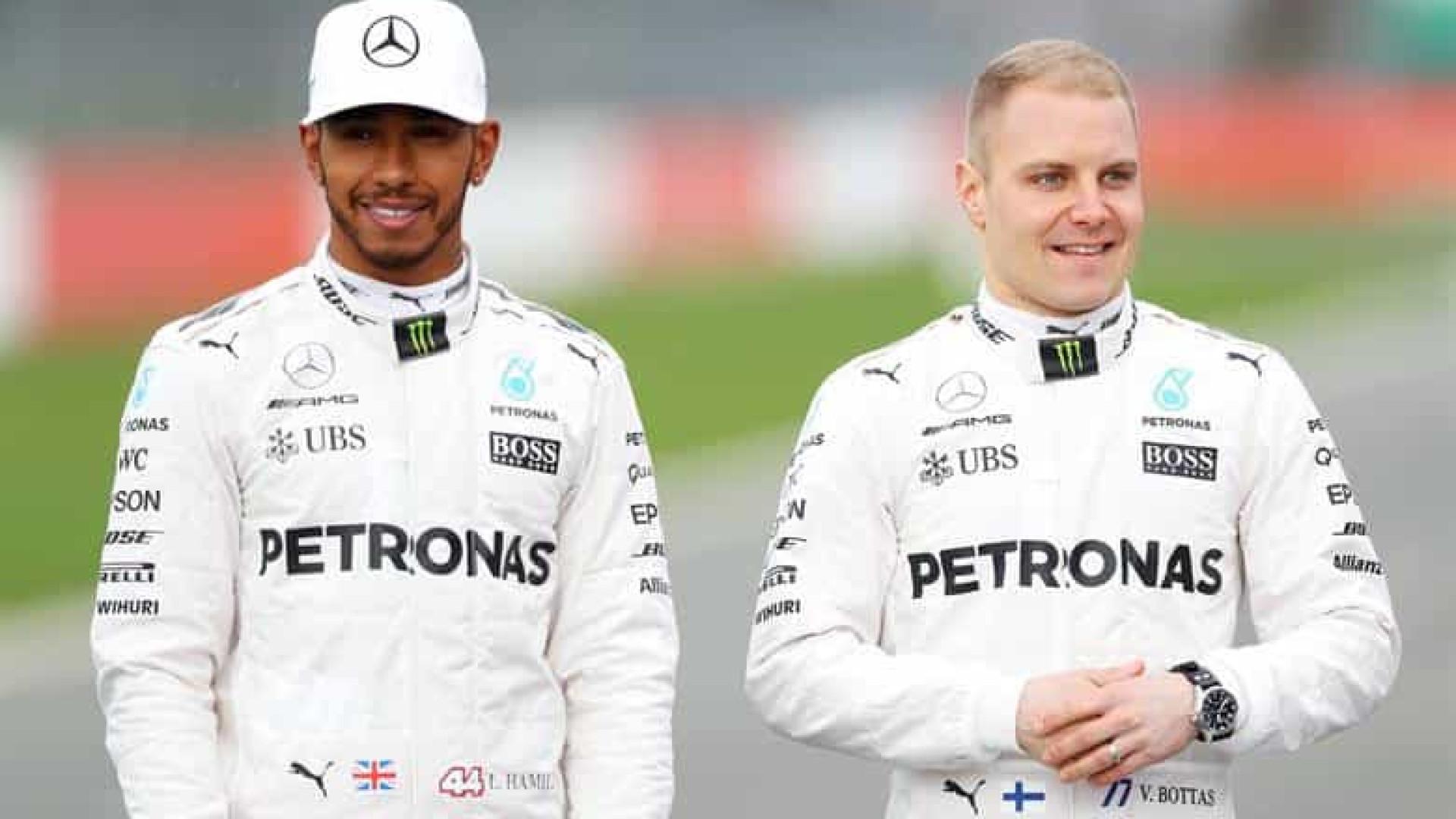 Bottas supera Hamilton no fim e lidera 1º treino livre para GP da Emilia-Romagna