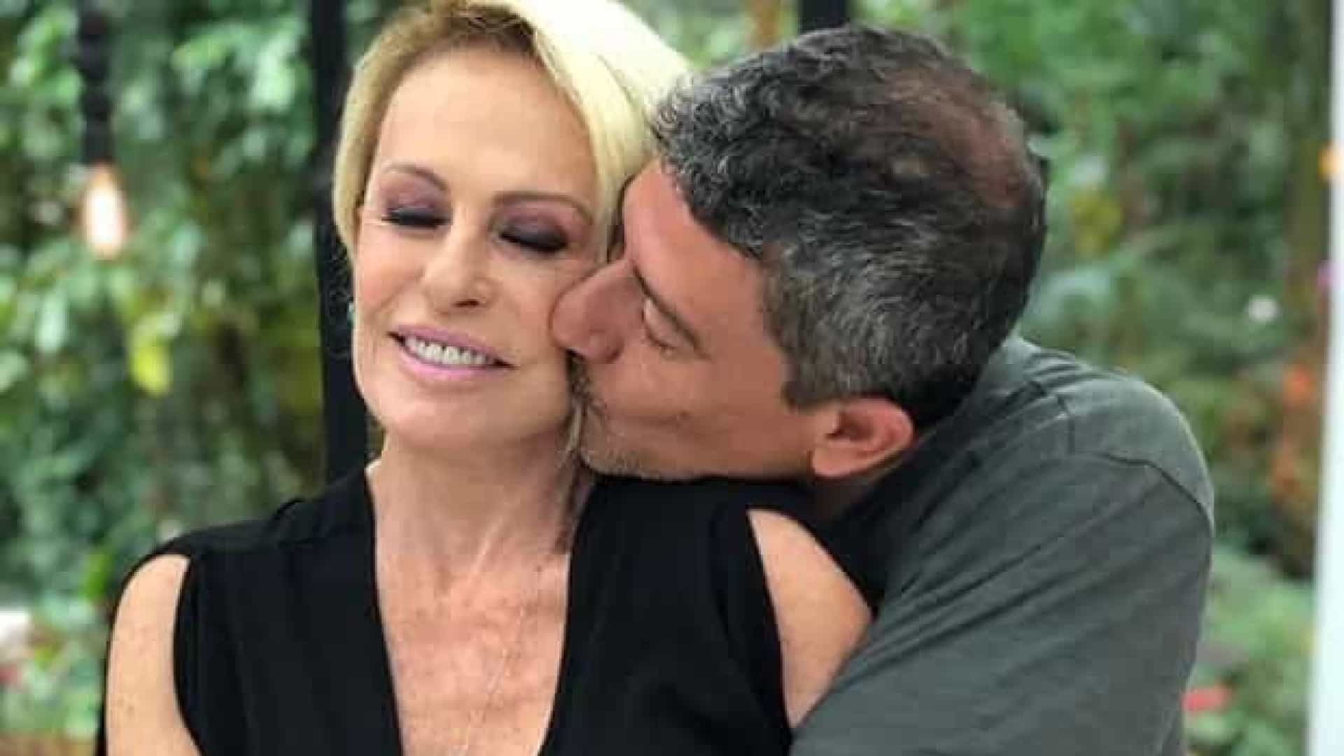 Ana Maria Braga homenageia Tom Veiga, o Louro José, no dia em que ele faria 48 anos