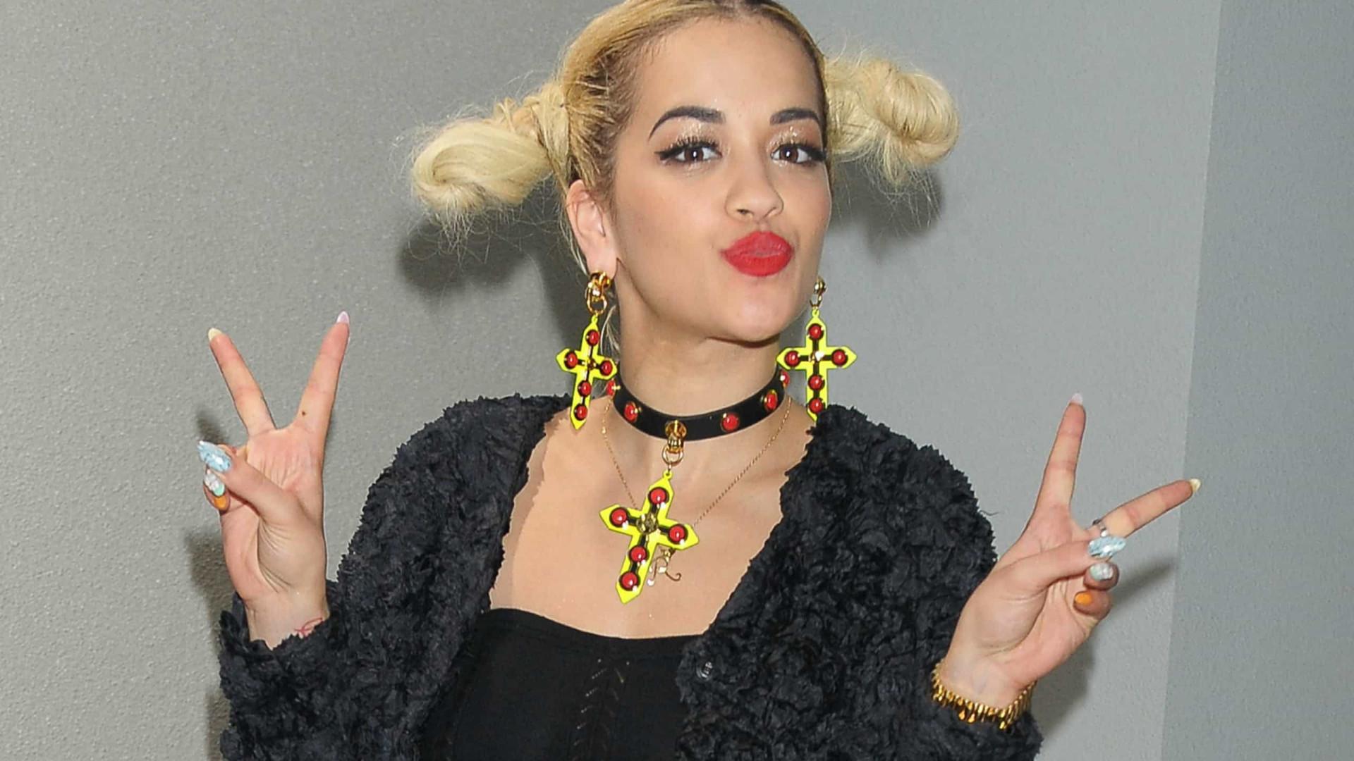 Rita Ora paga 11 mil euros por quebrar isolamento para fazer festa