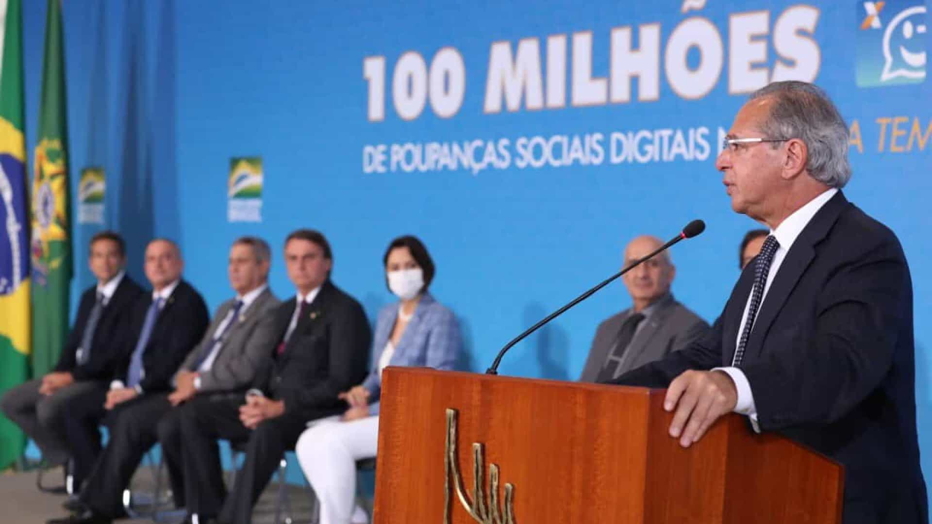 Guedes diz que pandemia da covid-19 está 'cedendo' e economia, voltando
