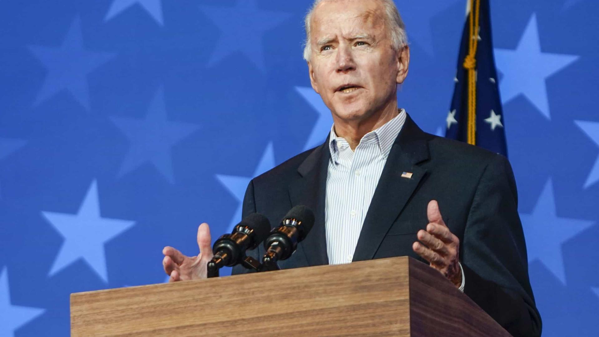 Biden pede novo pacote de estímulo para enfrentar 'inverno sombrio' em meio à pandemia
