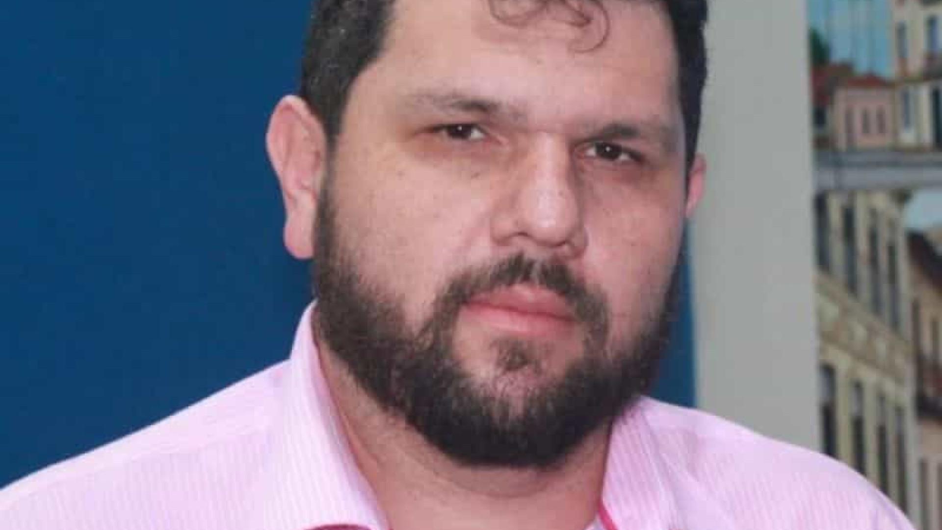 Juiz determina suspensão de canal de Oswaldo Eustáquio por ataques contra Boulos