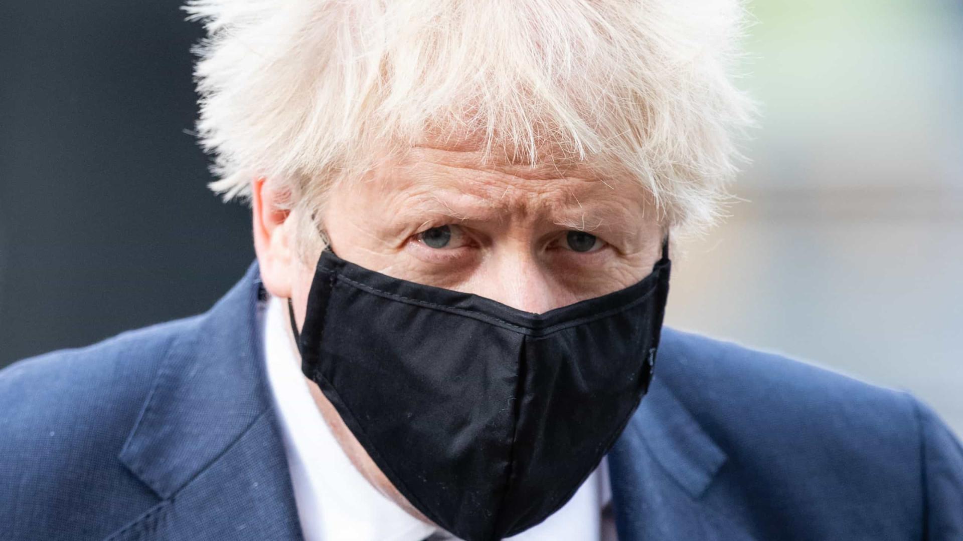 Boris Johnson em isolamento após contato detectado por app de rastreio