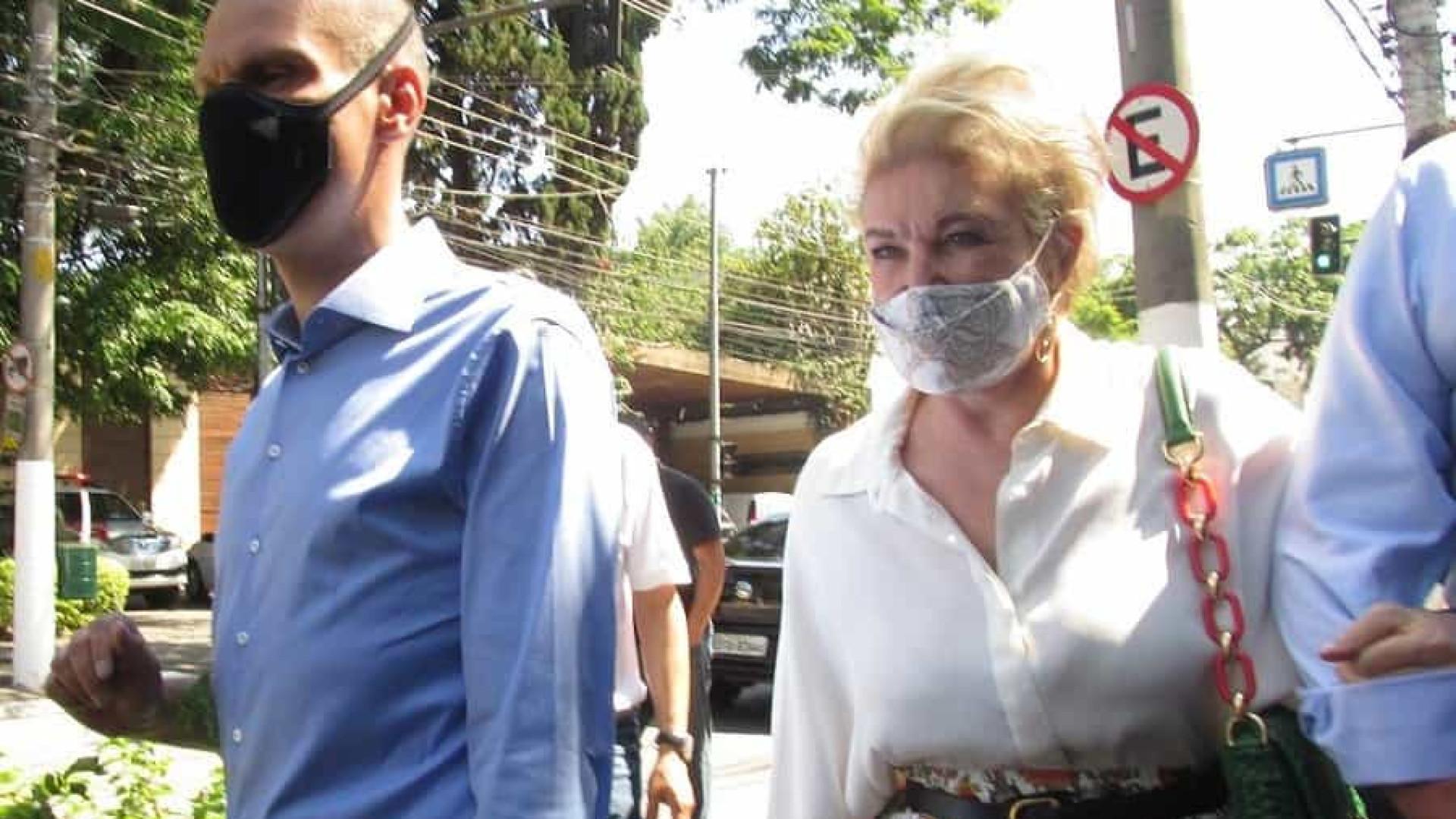 Para conter Boulos na periferia, Covas vai às ruas com Marta Suplicy na zona sul