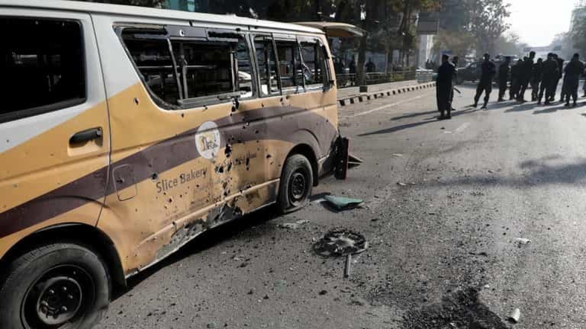 Ataque com mísseis em Cabul deixa ao menos dez civis mortos