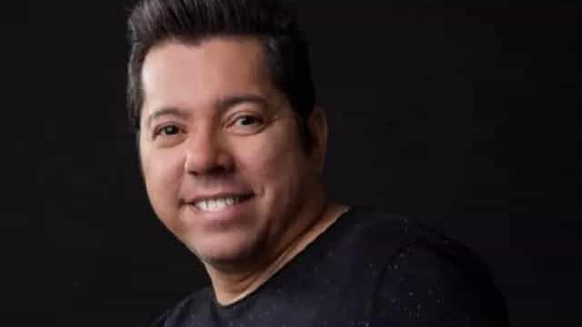 Louro Santos, cantor e compositor de forró, morre após um mês na luta contra Covid-19