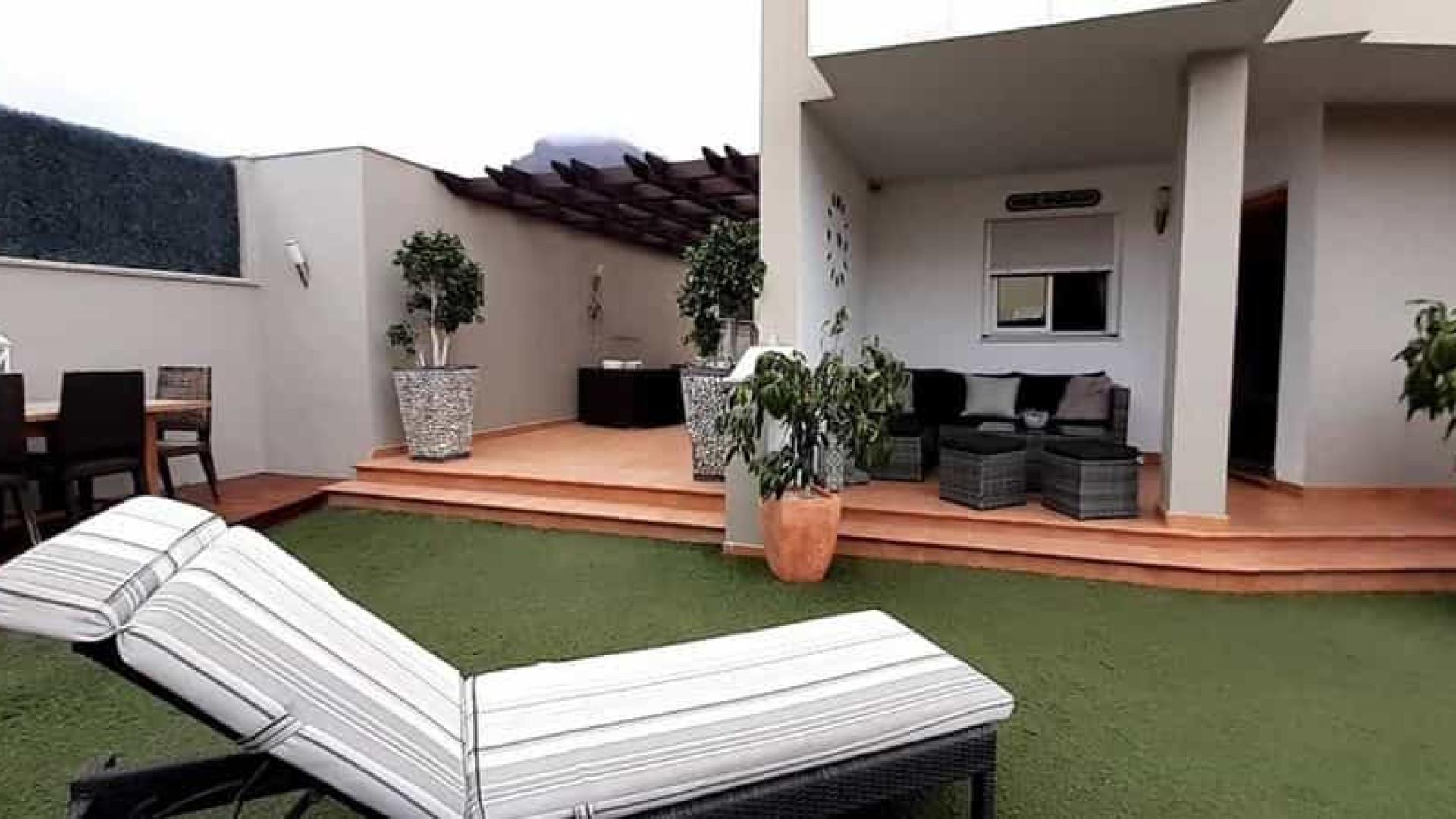 Casal rifa casa de 3 milhões de reais em Tenerife. Cada rifa custa R$ 18
