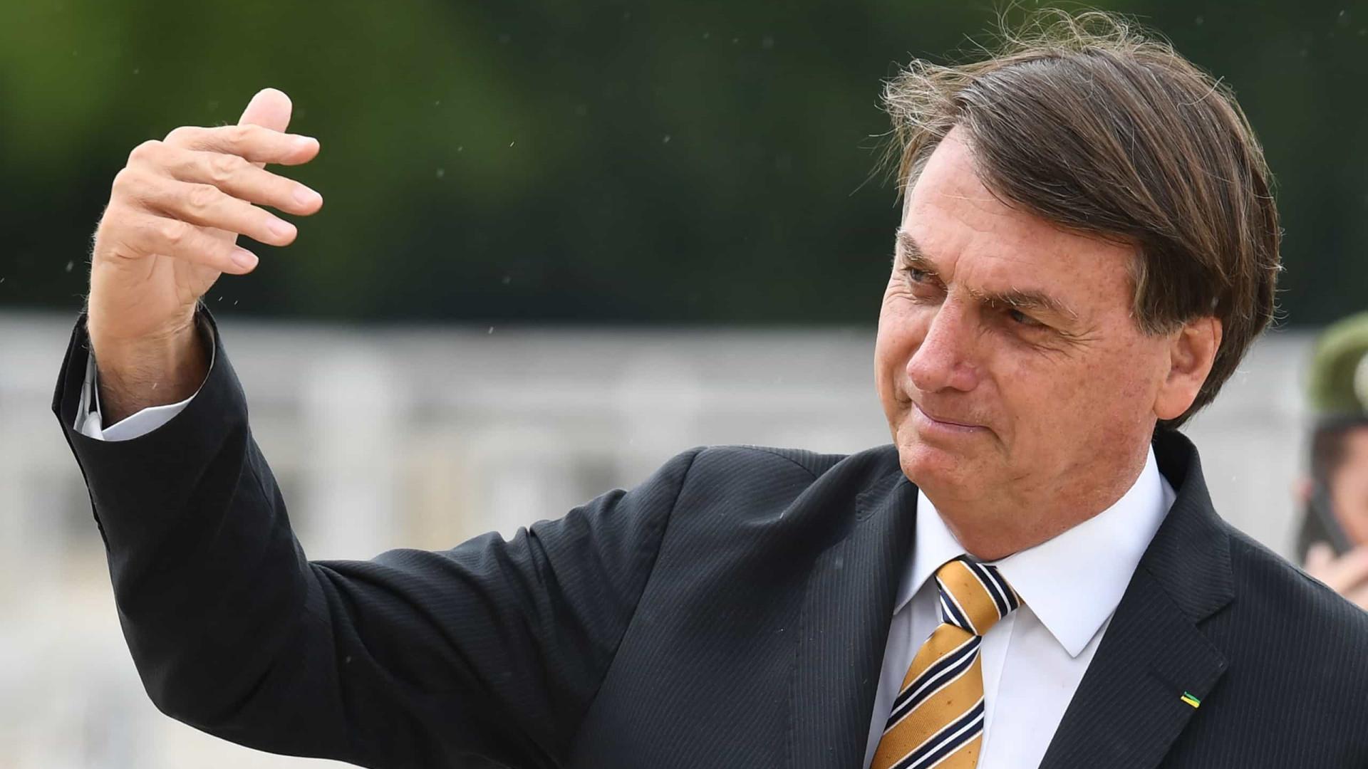Bolsonaro diz que demitiu ministro do Turismo porque 'houve excesso, mas continua amigo nosso'