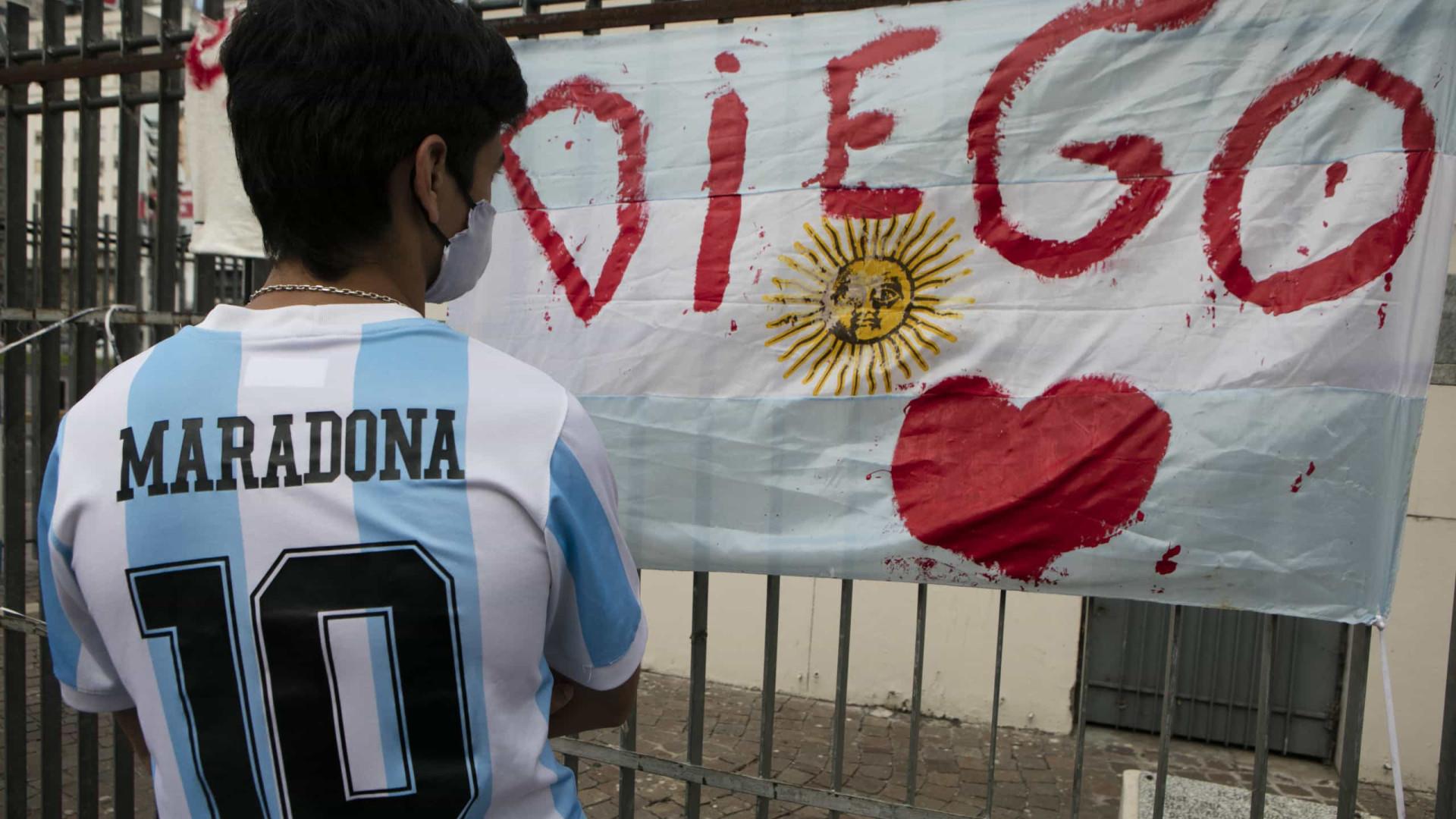 Velório de Maradona será na Casa Rosada e corpo passa por autópsia