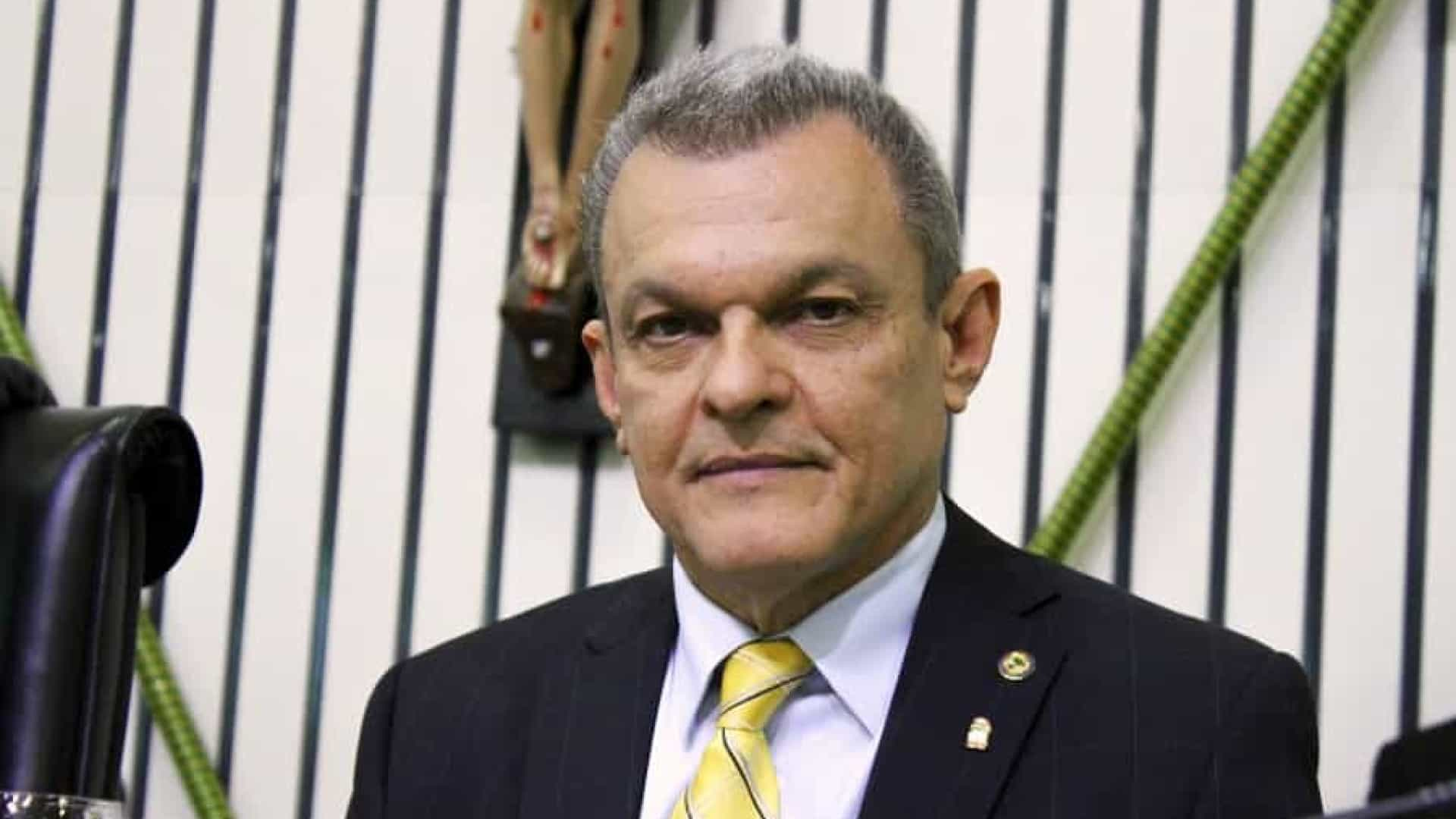 José Sarto (PDT) vota em Fortaleza e repete discurso de 'defesa da democracia'