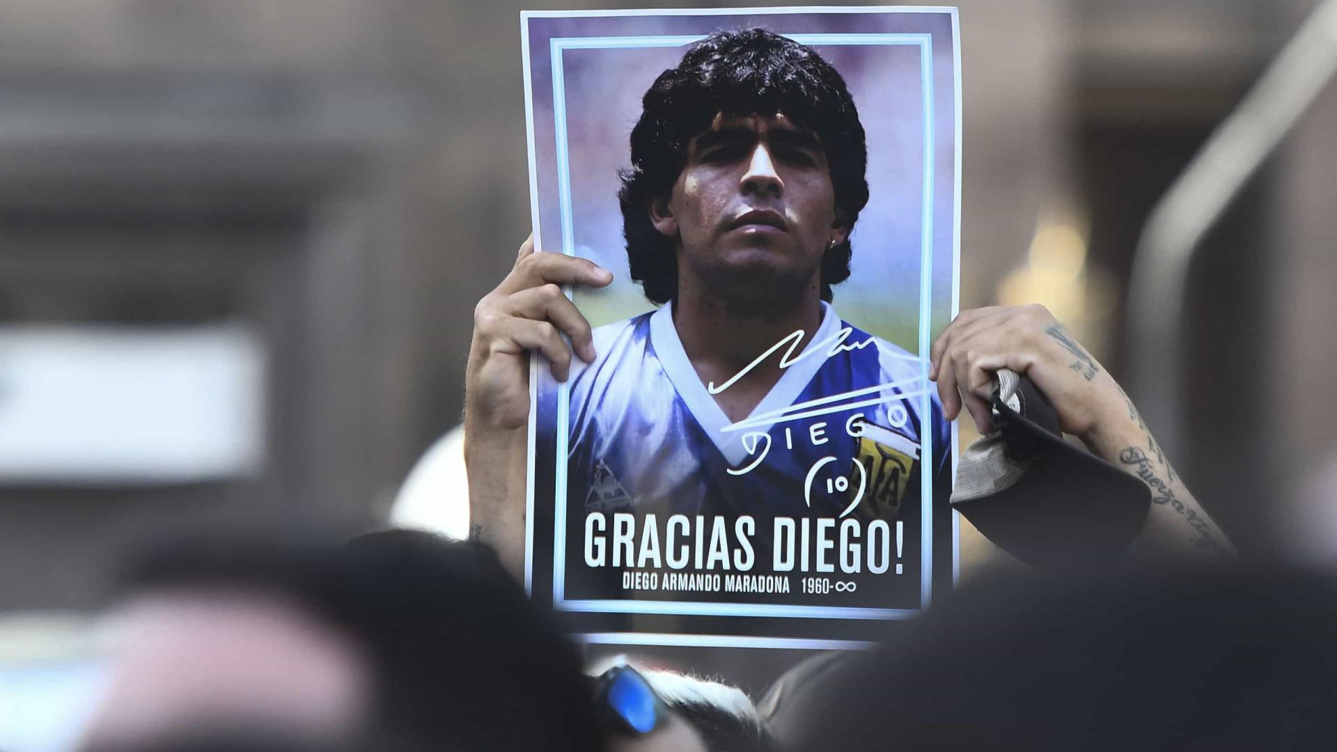 Jogadora se recusa a homenagear Maradona em minuto de silêncio e é ameaçada