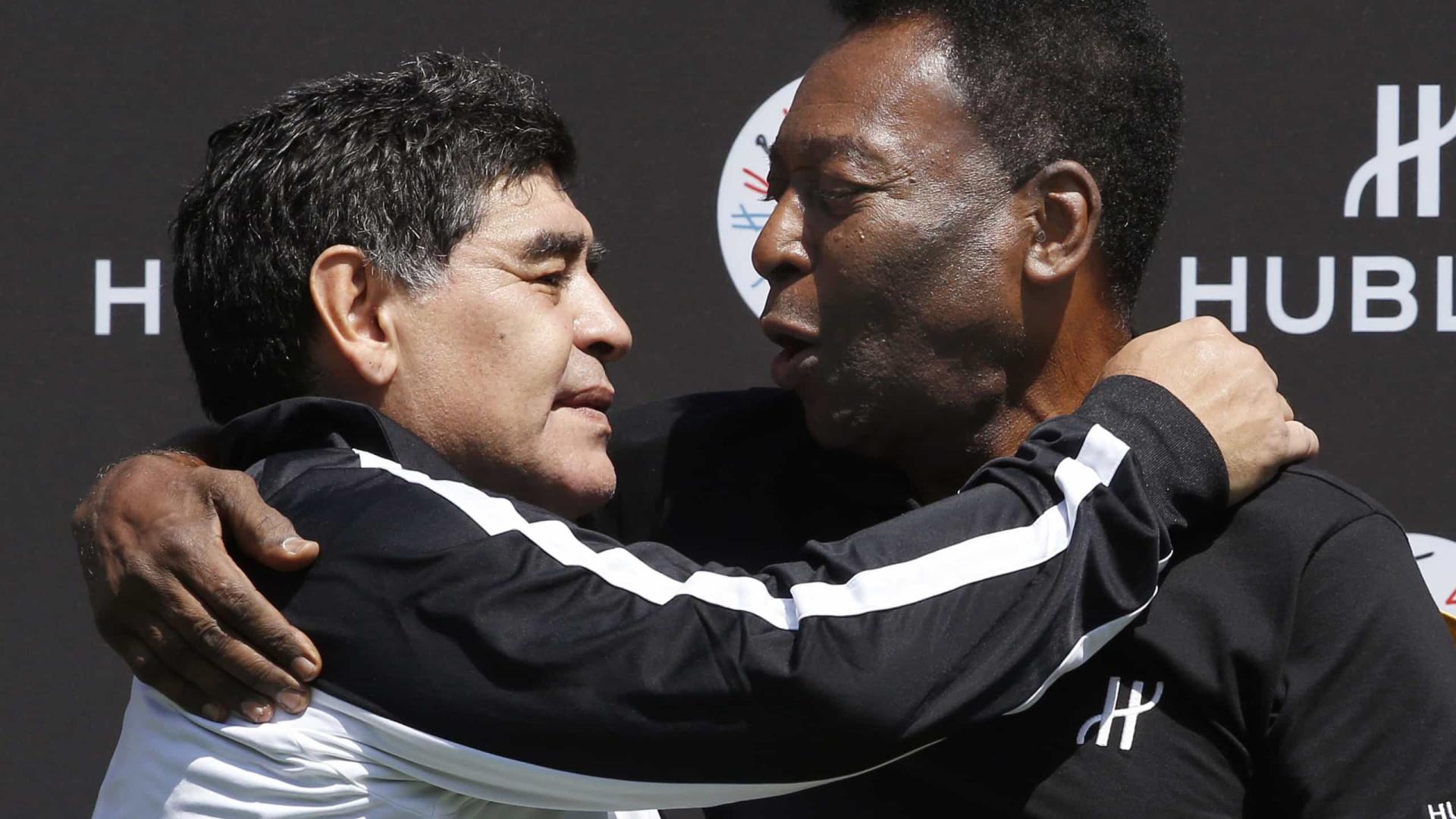 Pelé chama Maradona de 'incomparável' e diz amá-lo em texto de homenagem
