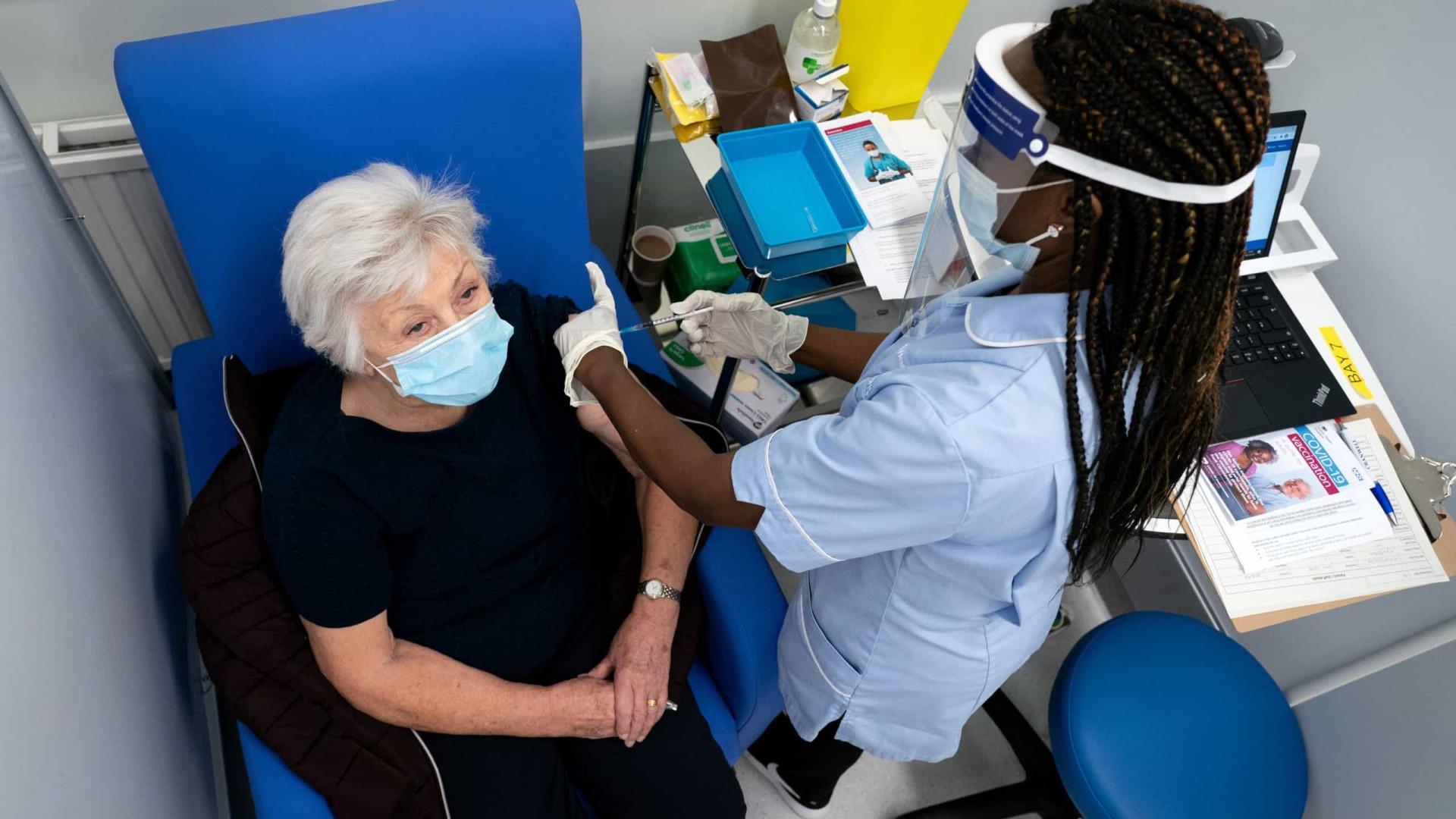 Mais de metade dos idosos acima dos 80 anos já foi vacinado