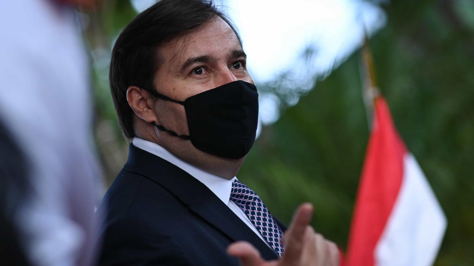 Bolsonaro manda recado a Maia: 'seja feliz, tudo acaba um dia'