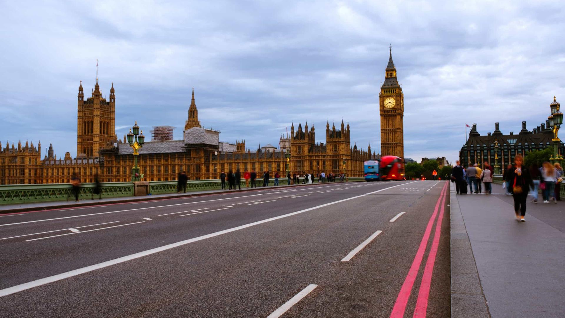 Viajante do Brasil que chegar à Inglaterra ficará em quarentena vigiada por 10 dias