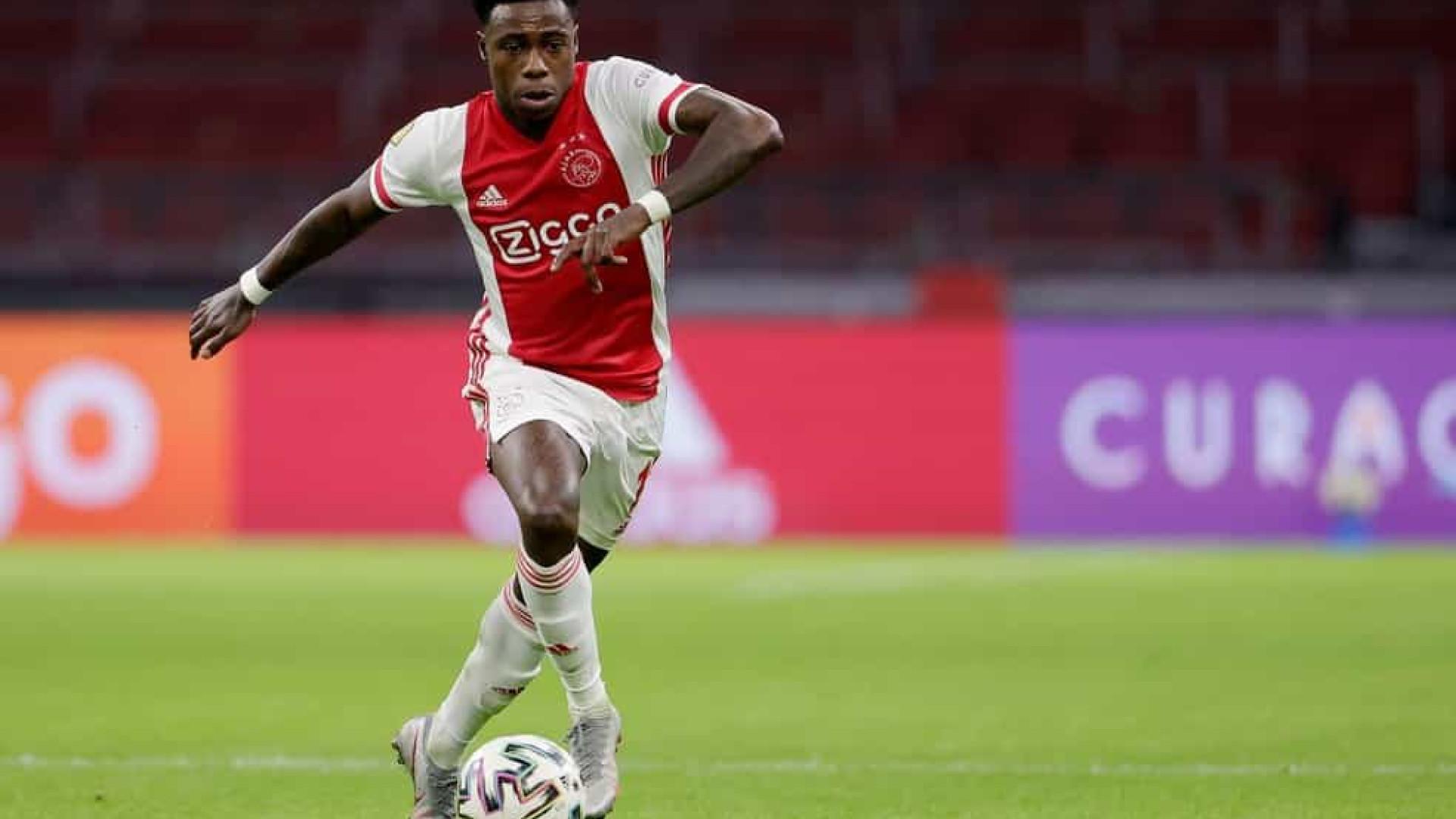 Atacante do Ajax, Promes é preso na Holanda acusado de esfaquear um familiar