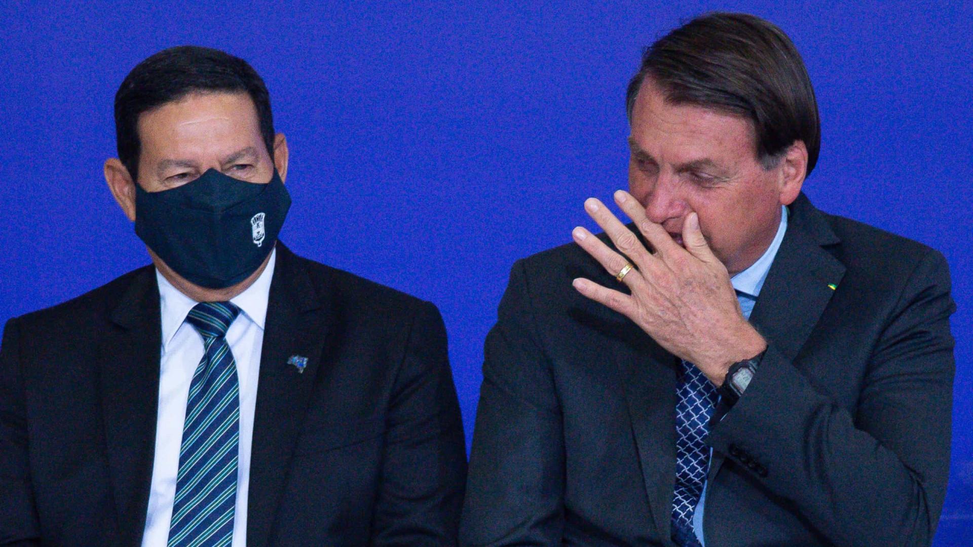 Bolsonaro escala Mourão para ajudar Igreja Universal