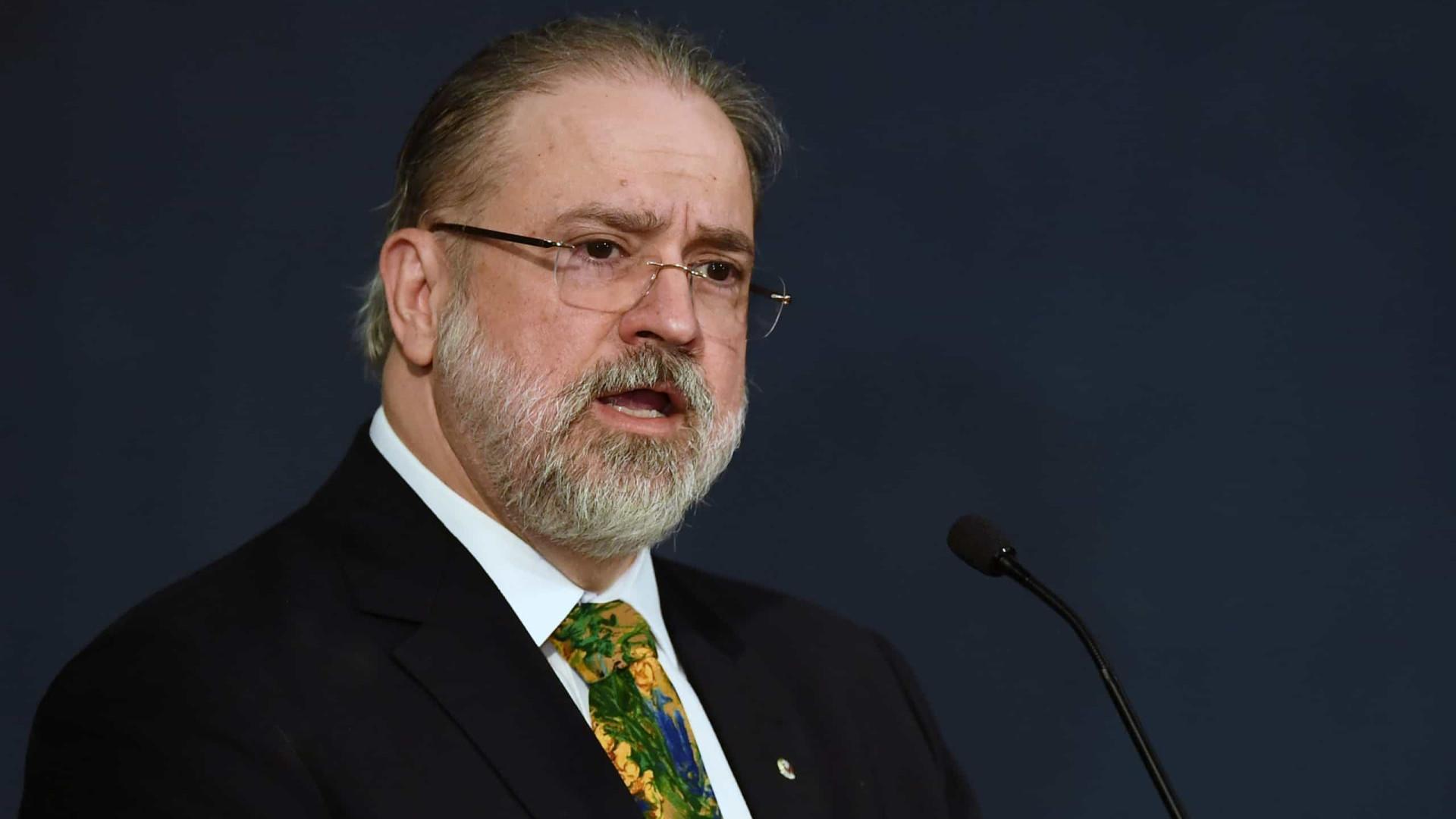 Conselheiros do MPF agem para tirar poder de Augusto Aras sobre forças-tarefas
