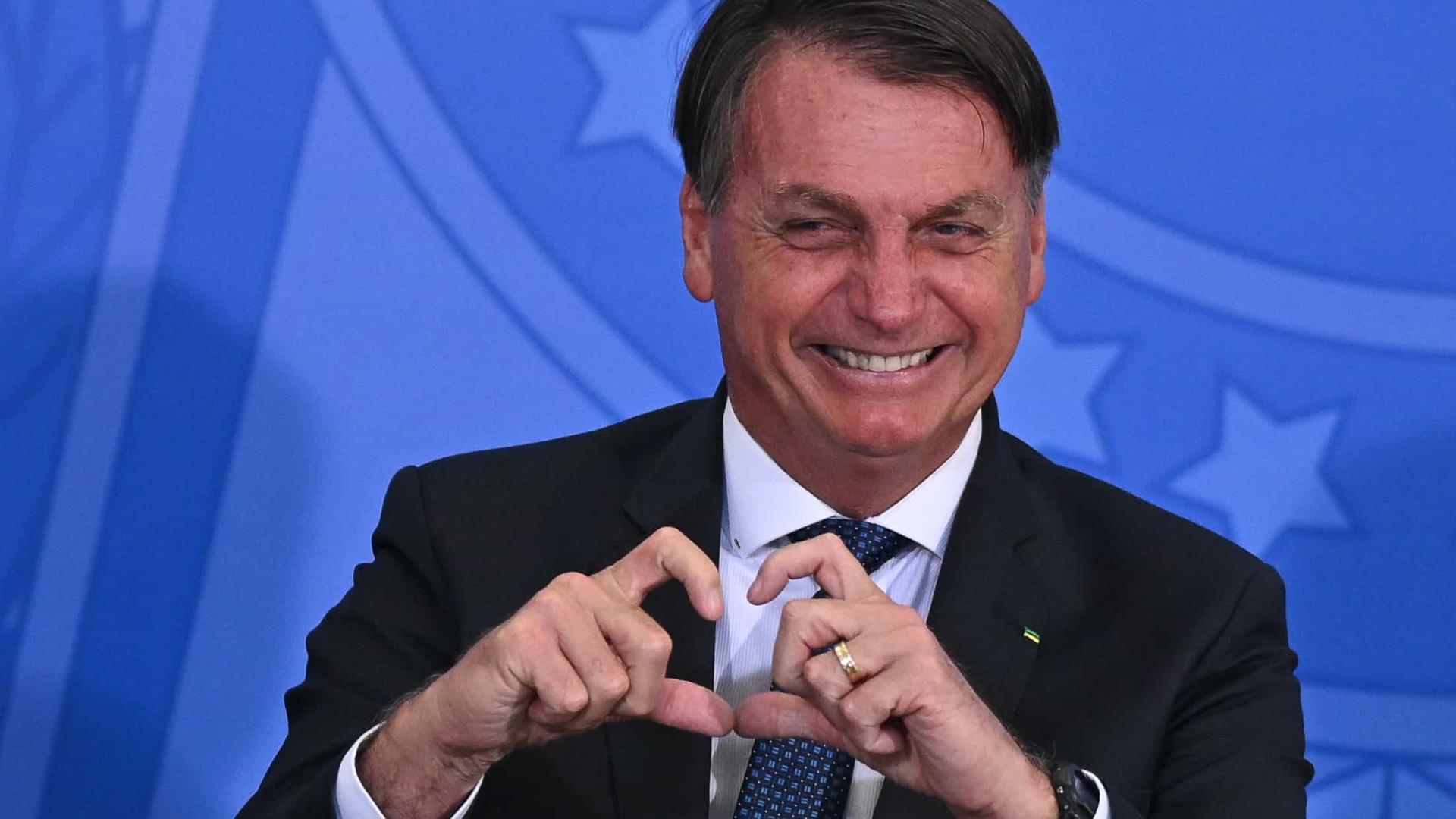 Bolsonaro diz  que Brasil é referência no combate à Covid