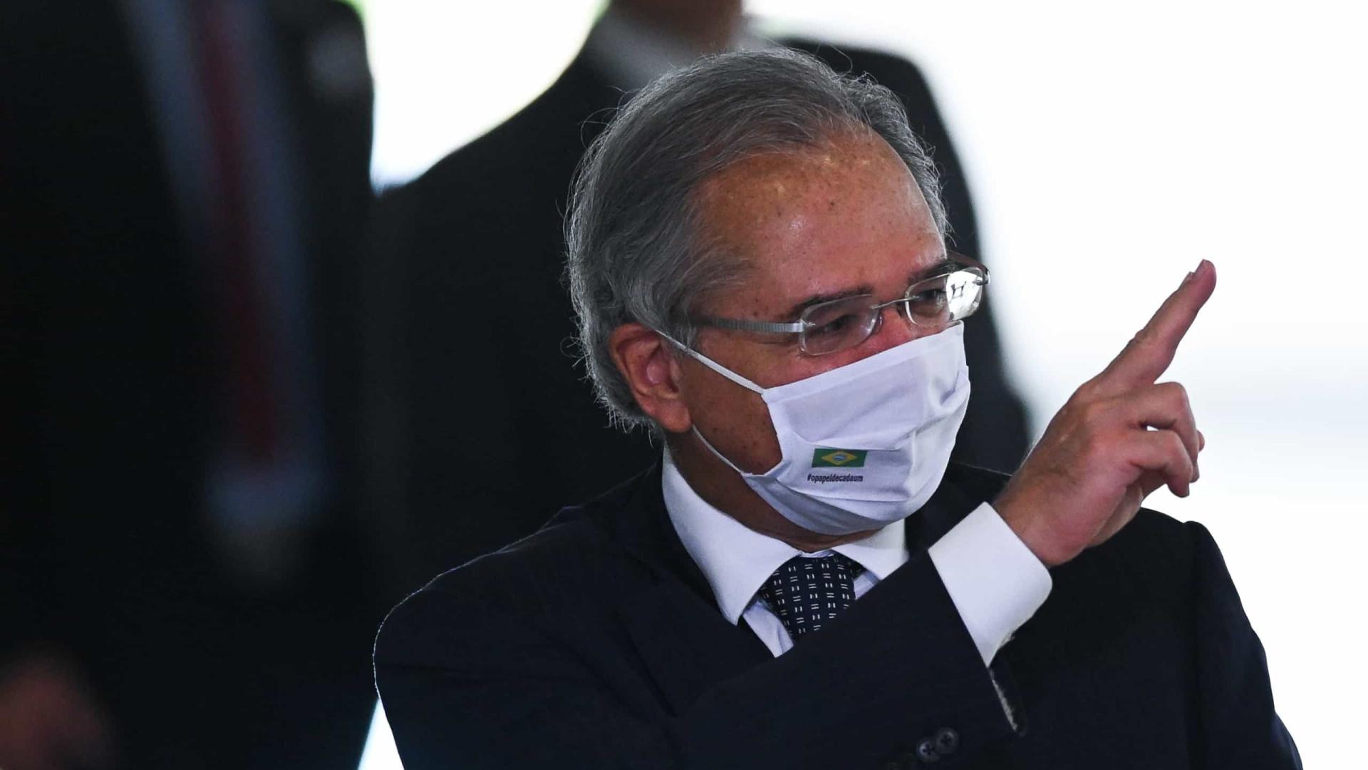 Se trocasse ministro, seria por alguém diferente de Guedes, diz Bolsonaro