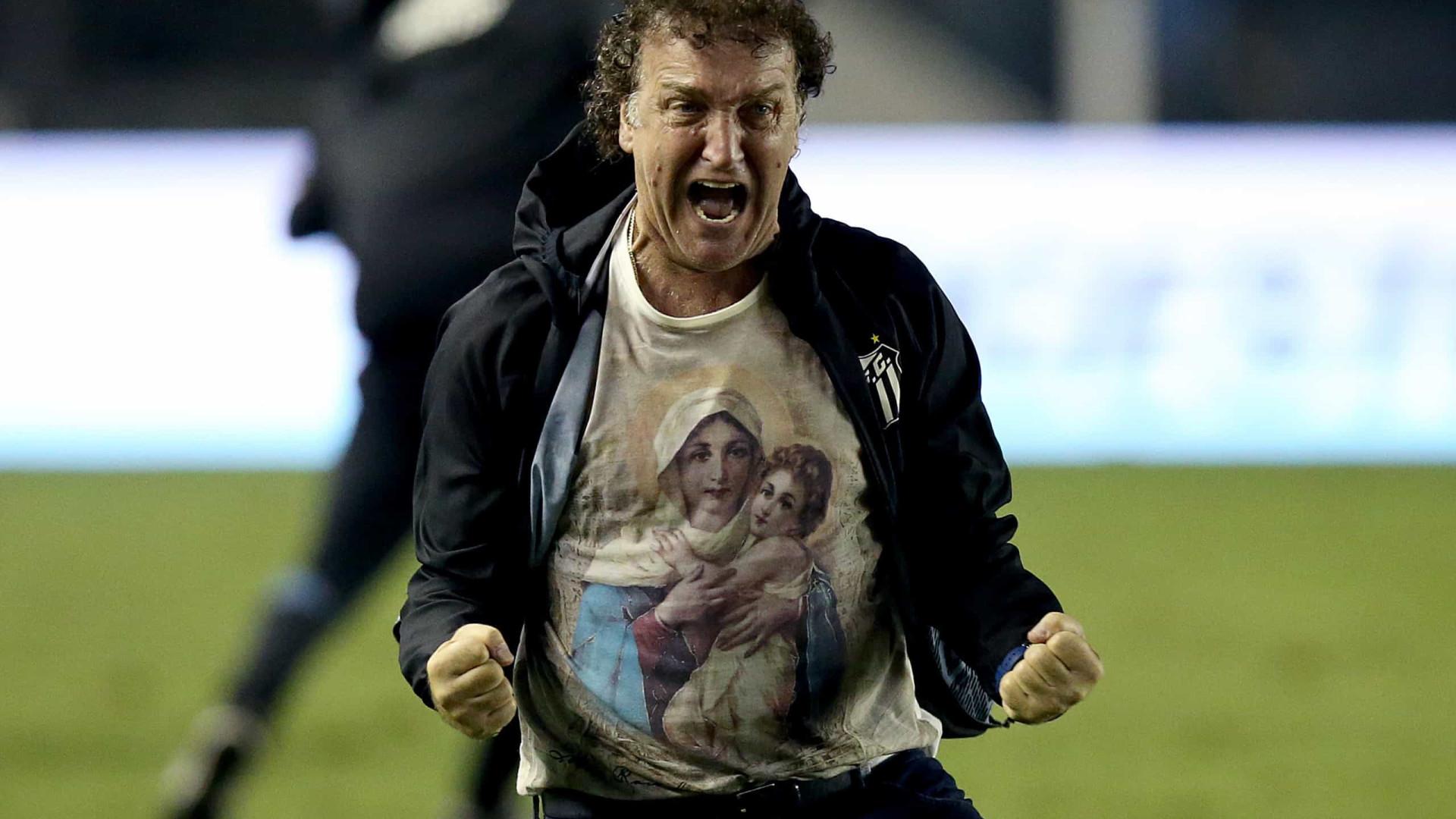 Cuca celebra vitória sem desgaste dos titulares santistas antes de encarar o Boca