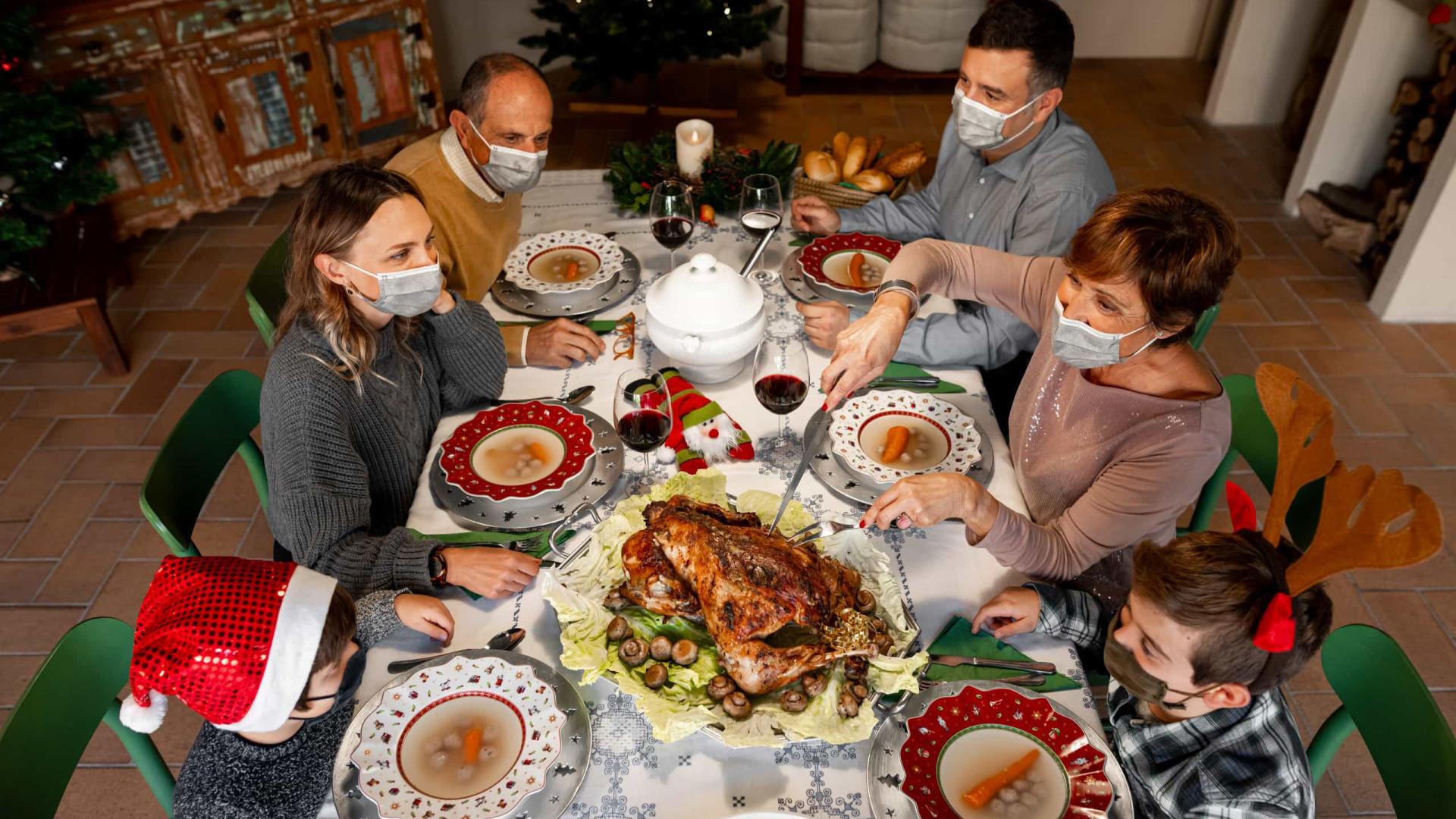 Sem sintomas ou testou negativo: É seguro visitar a família no Natal?