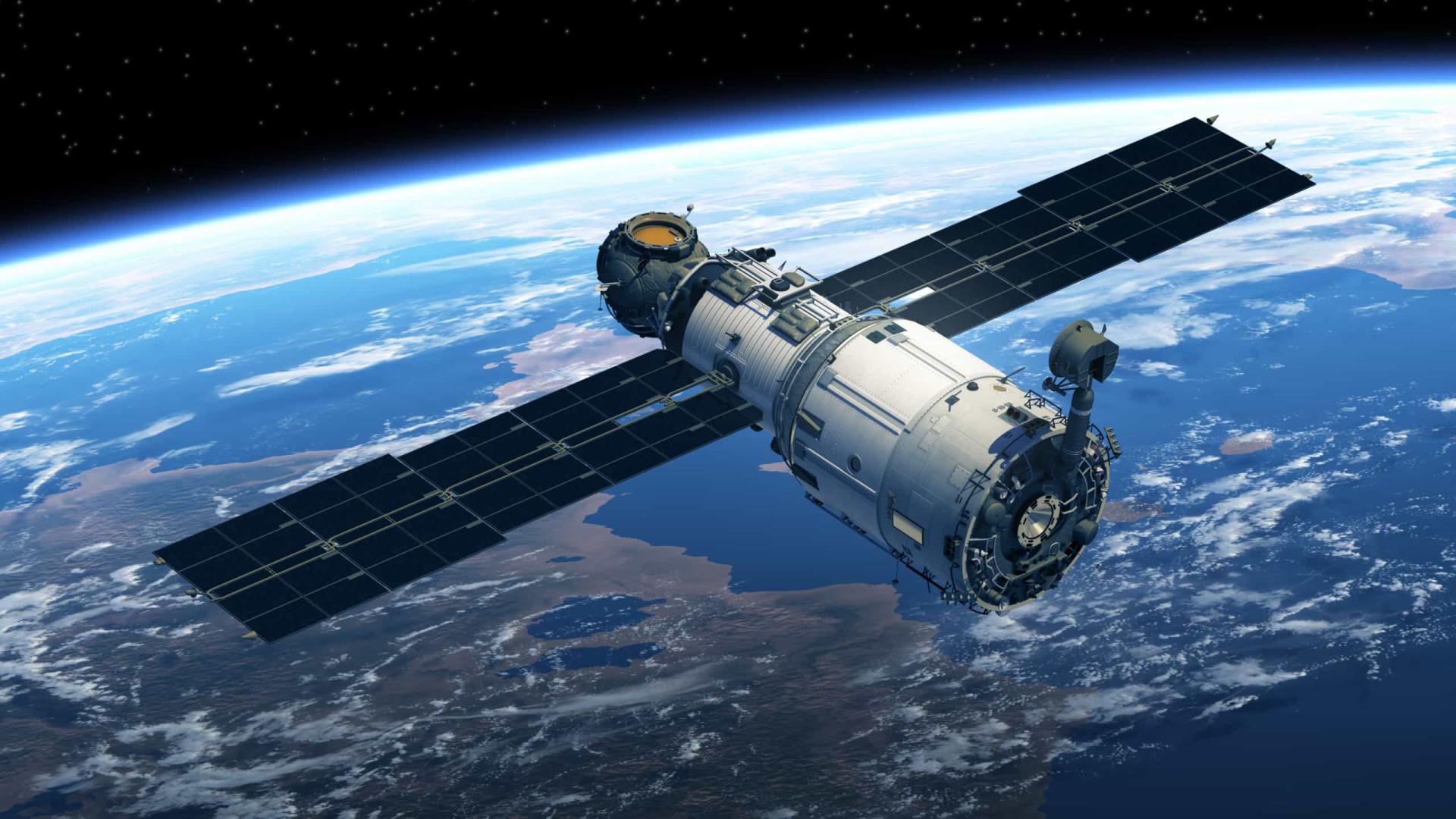 Passageiros fazem fila para viajar ao espaço em 2021 e até Tom Cruise embarca