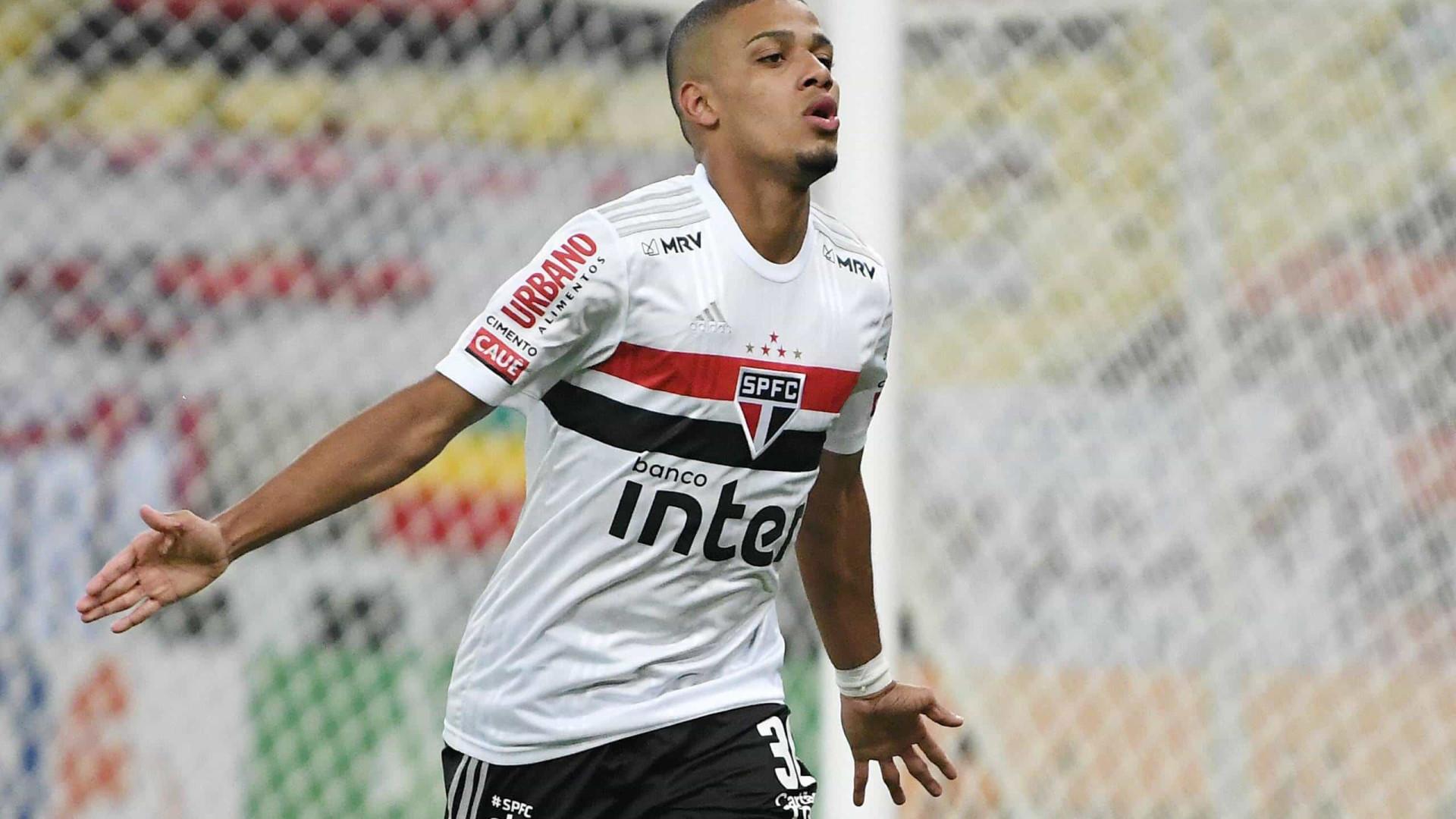 Com dois de Brenner, São Paulo derrota Fluminense no Maracanã