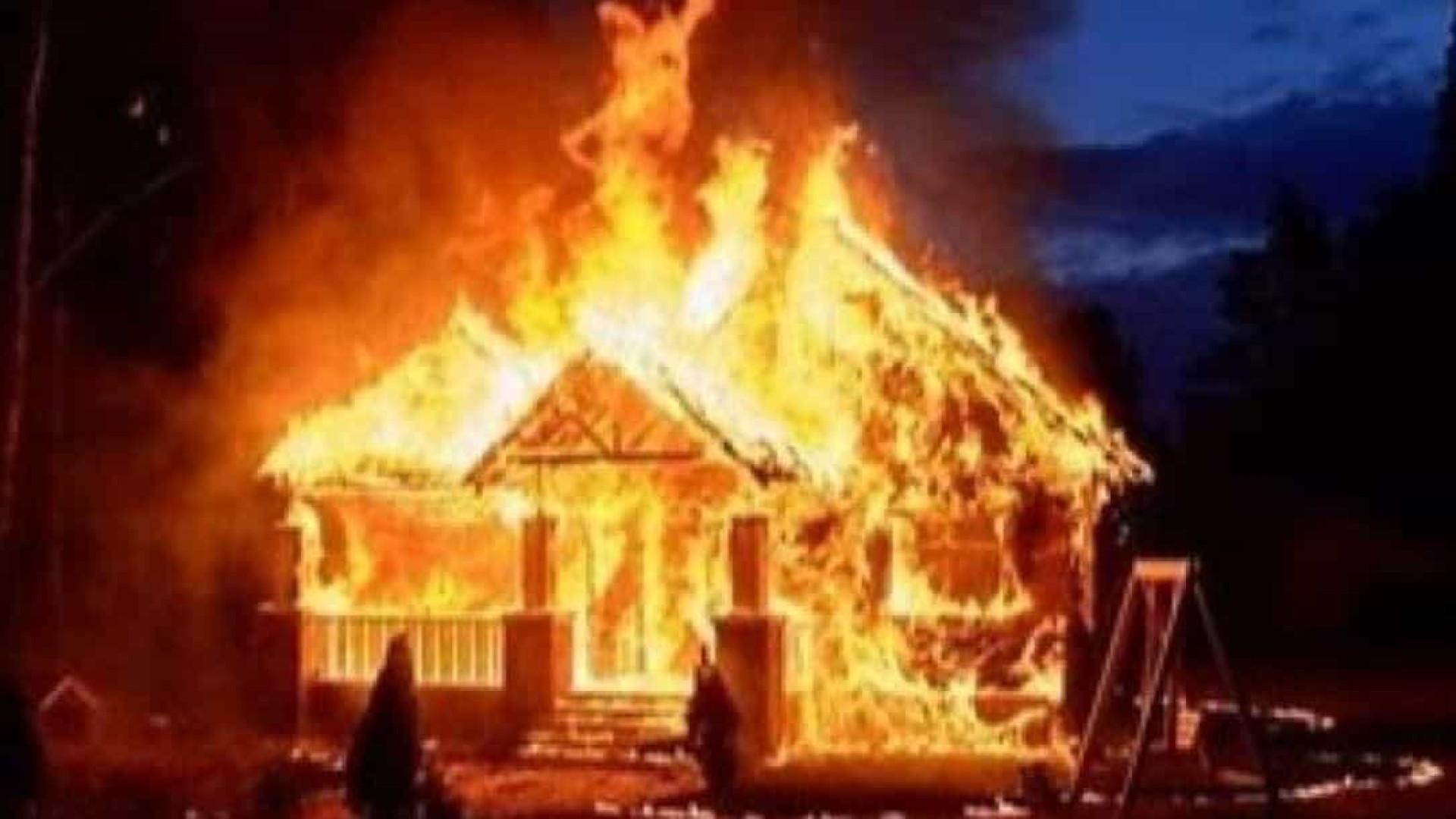 """""""Não queria que ela morresse"""". Menino de 7 anos salva irmã das chamas"""